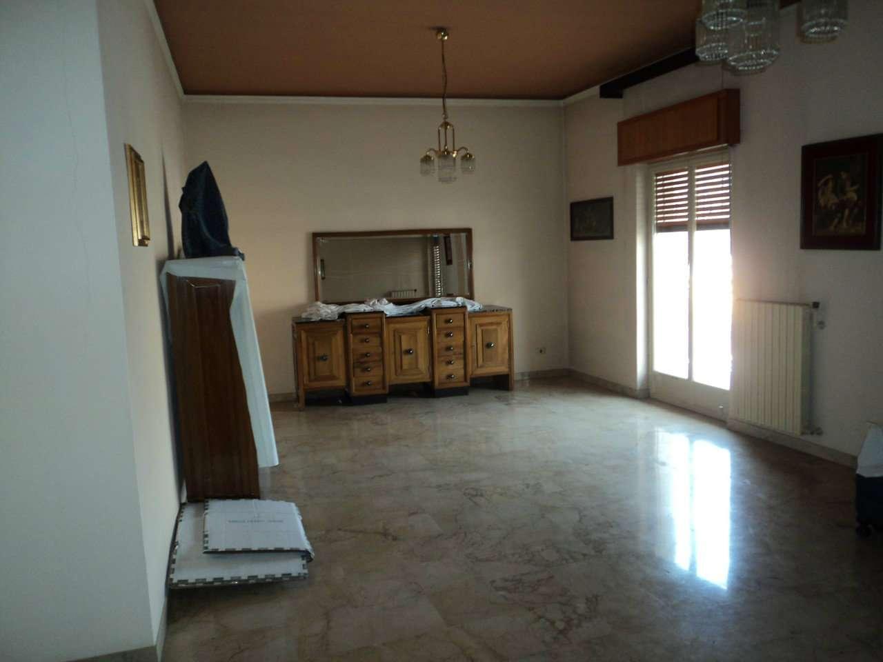 Ampio appartamento con balcone con esposizione angolare