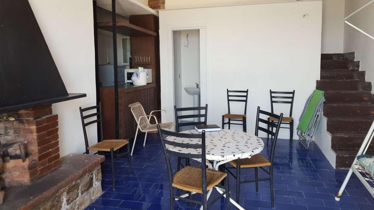 Villa sul mare su due livelli con veranda e accesso privato alla spiaggia