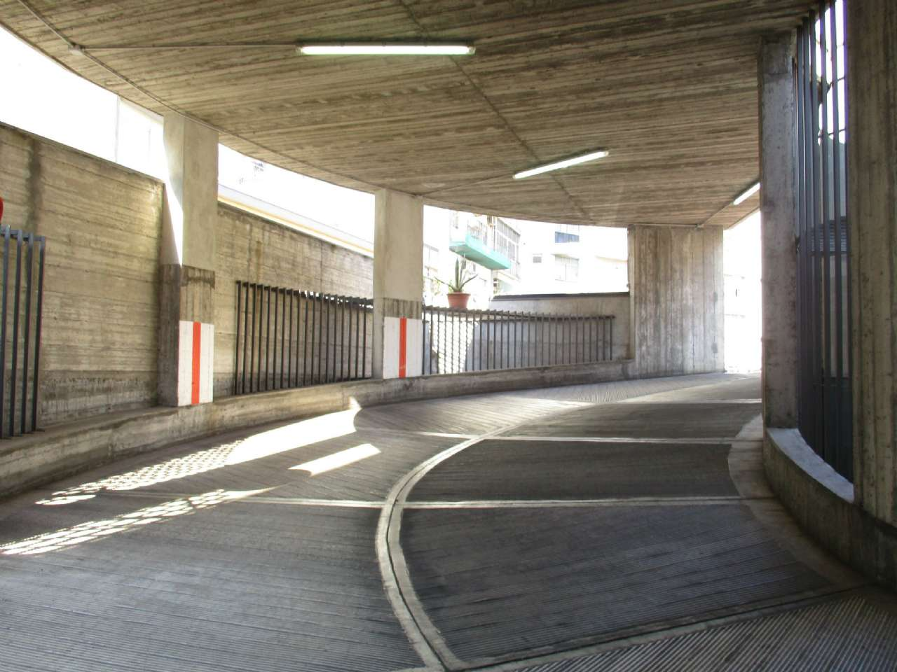 Garage di nuova costruzione in zona centrale, foto 2