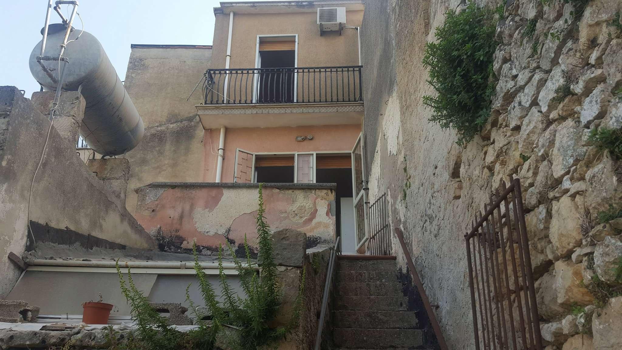 Ampio e panoramico appartamento indipendente con terrazzo e corte esterna