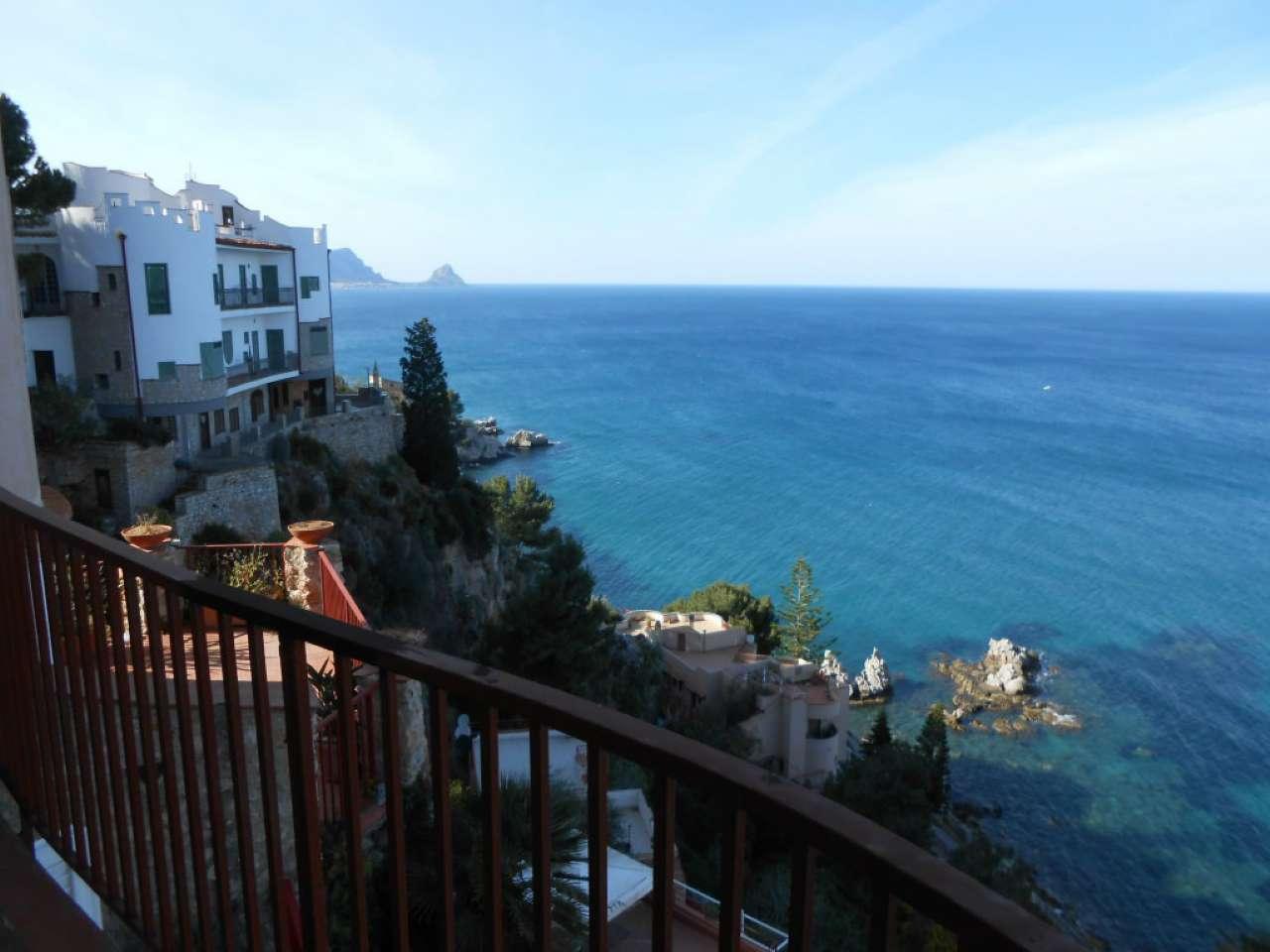 Trilocale in villa con terrazzo vista mare