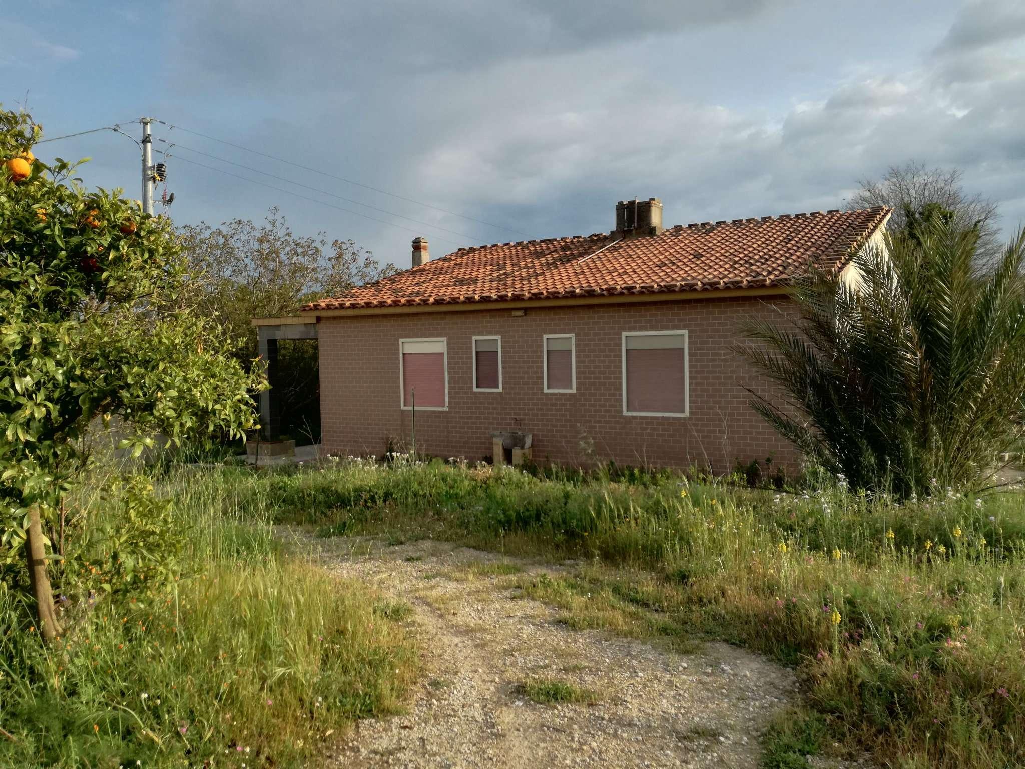 Villa con ampio terreno e garage