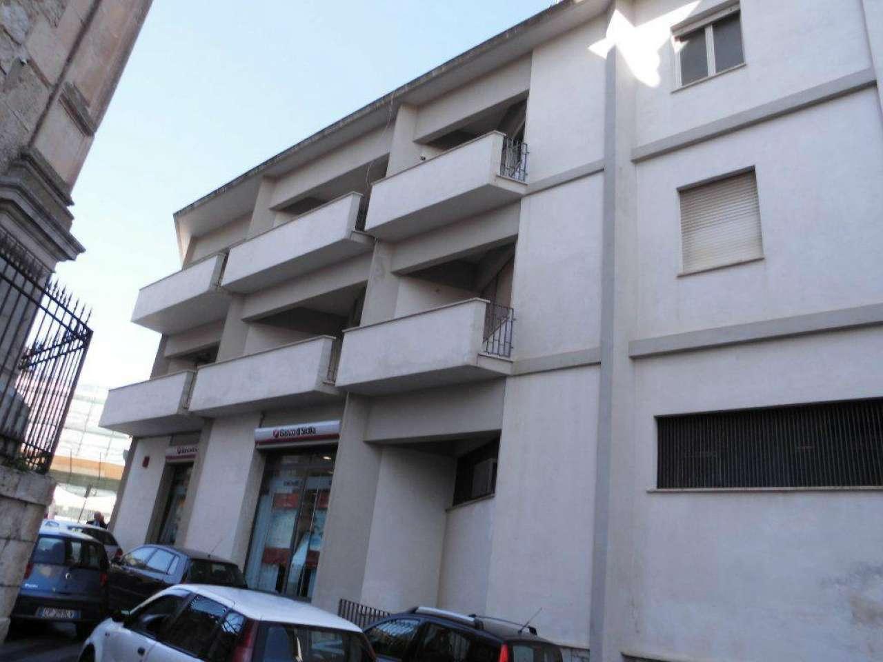 Ampio appartamento con balcone e terrazzi