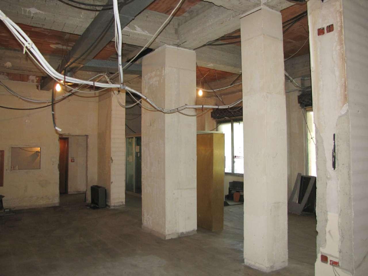 Negozio su due piani e con vetrine in zona centrale, foto 3