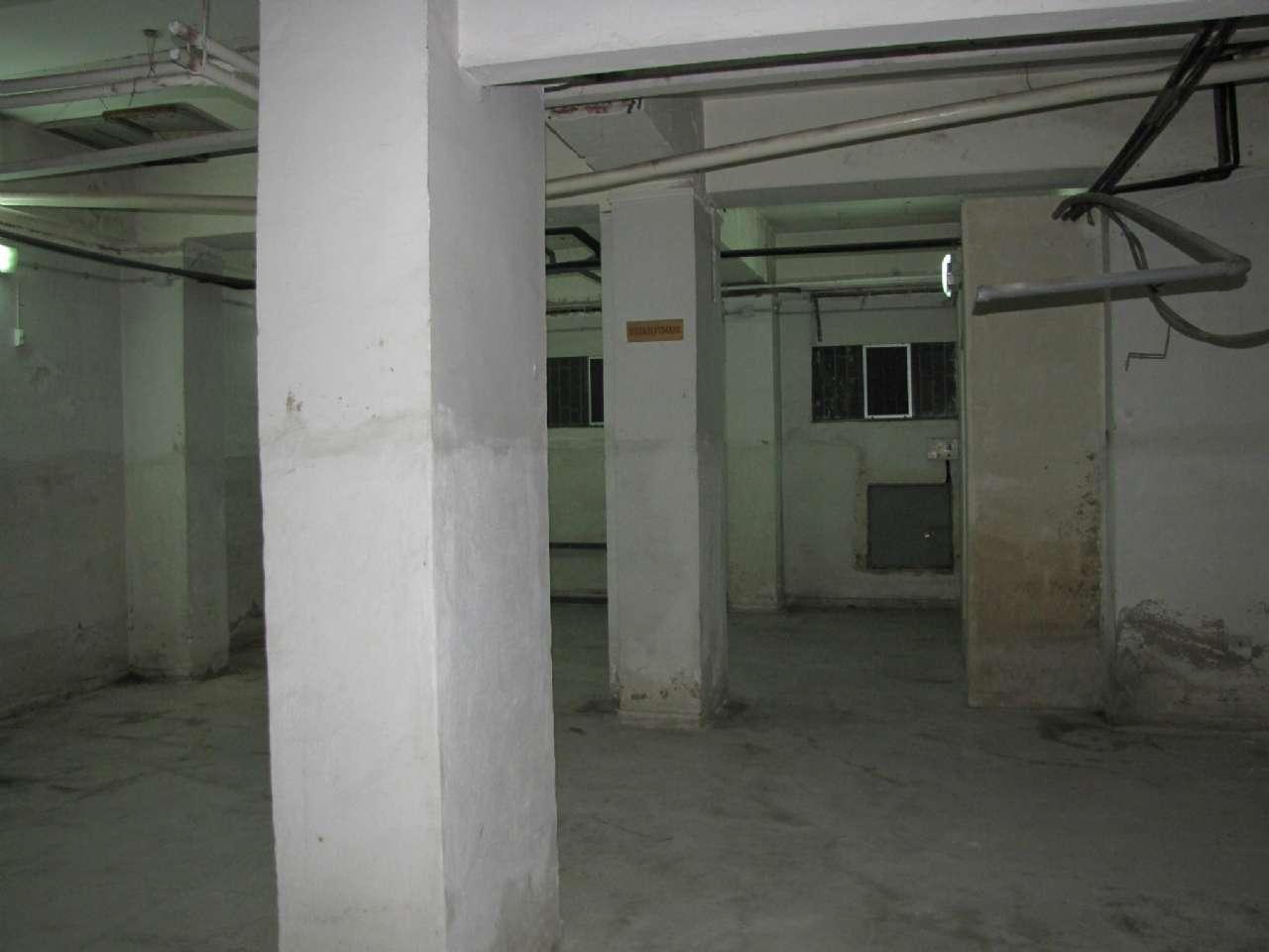 Negozio su due piani e con vetrine in zona centrale, foto 4