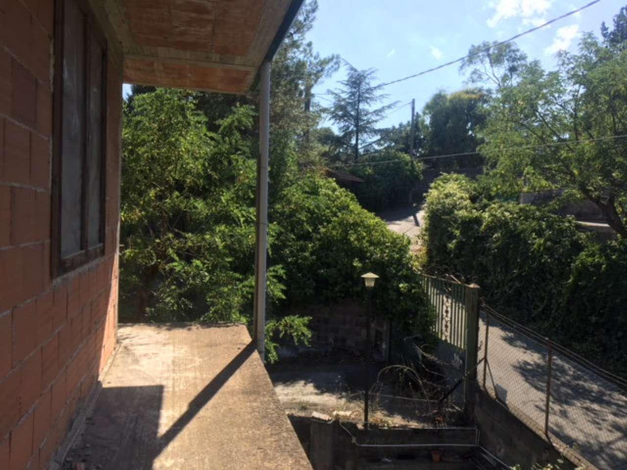 Casa indipendente da completare con giardino privato