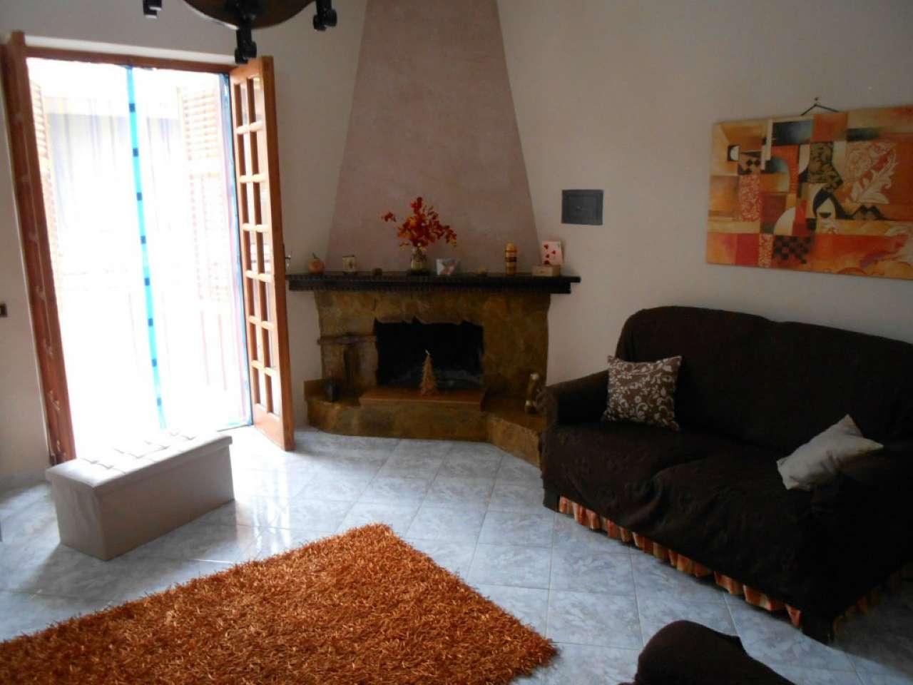 Appartamento in buone condizioni in vendita Rif. 8143522