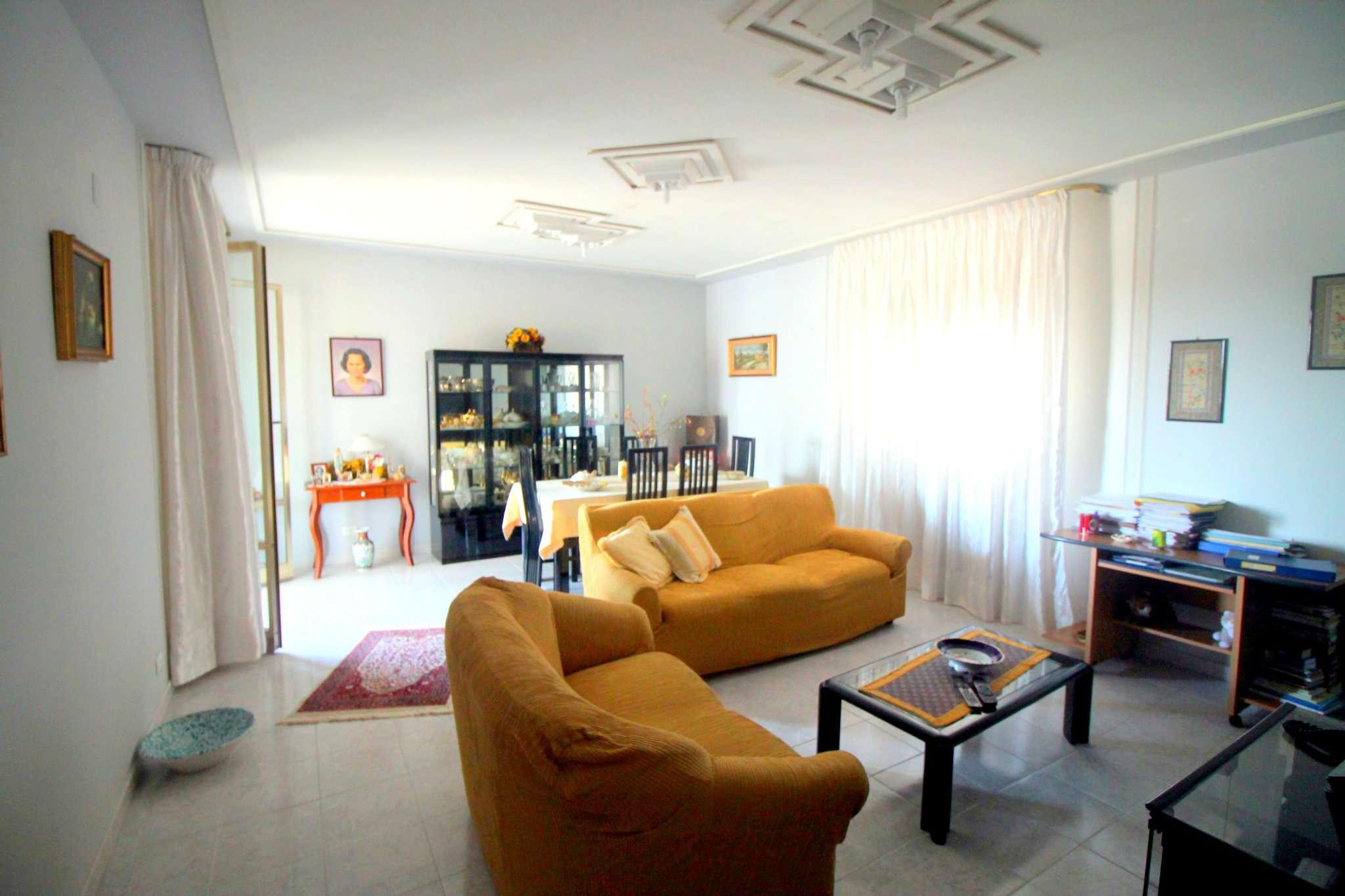 Appartamento in buone condizioni in vendita Rif. 8495489