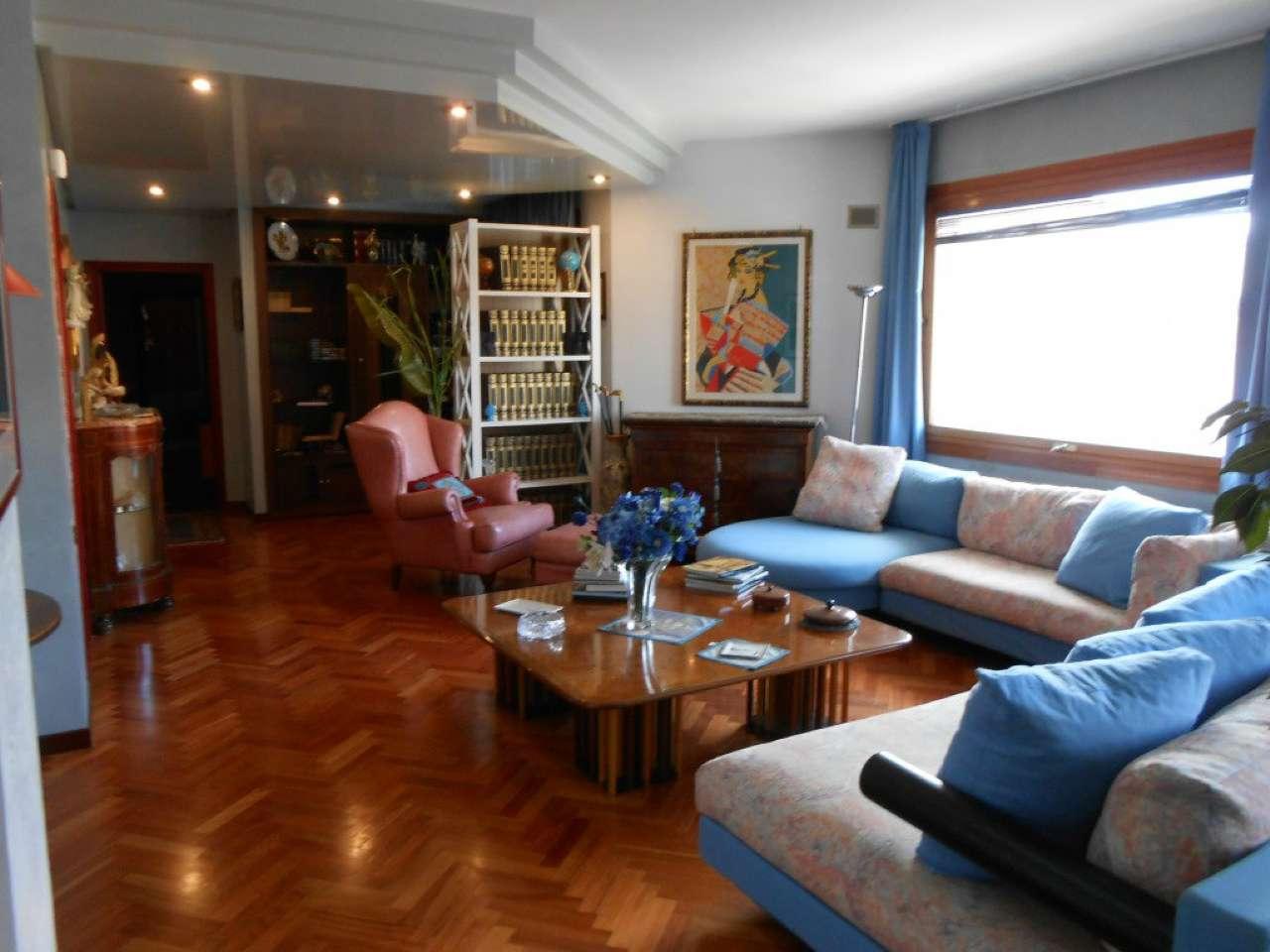 Ampio e signorile appartamento con tre terrazzi