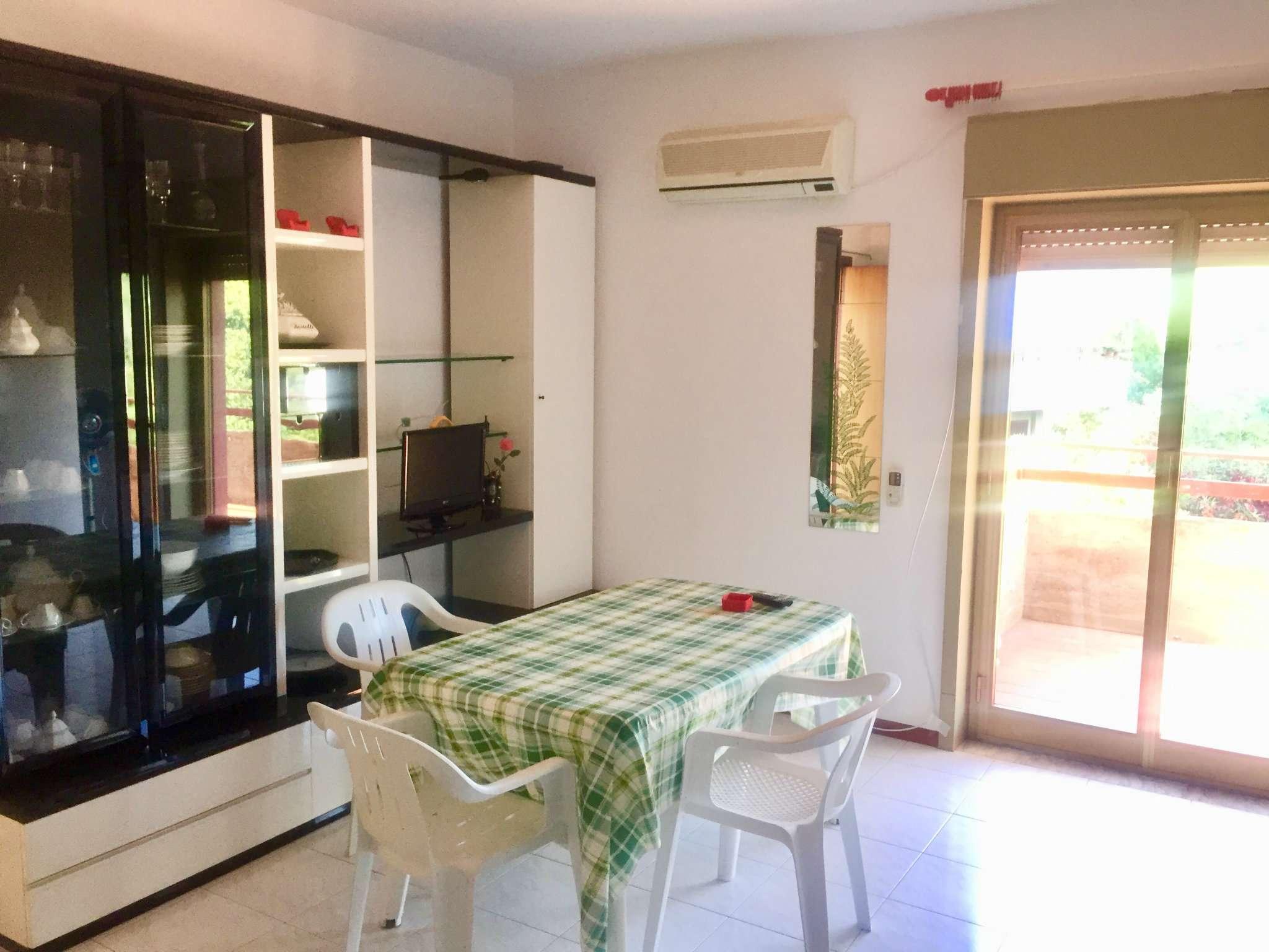 Appartamento in buone condizioni arredato in vendita Rif. 8649886
