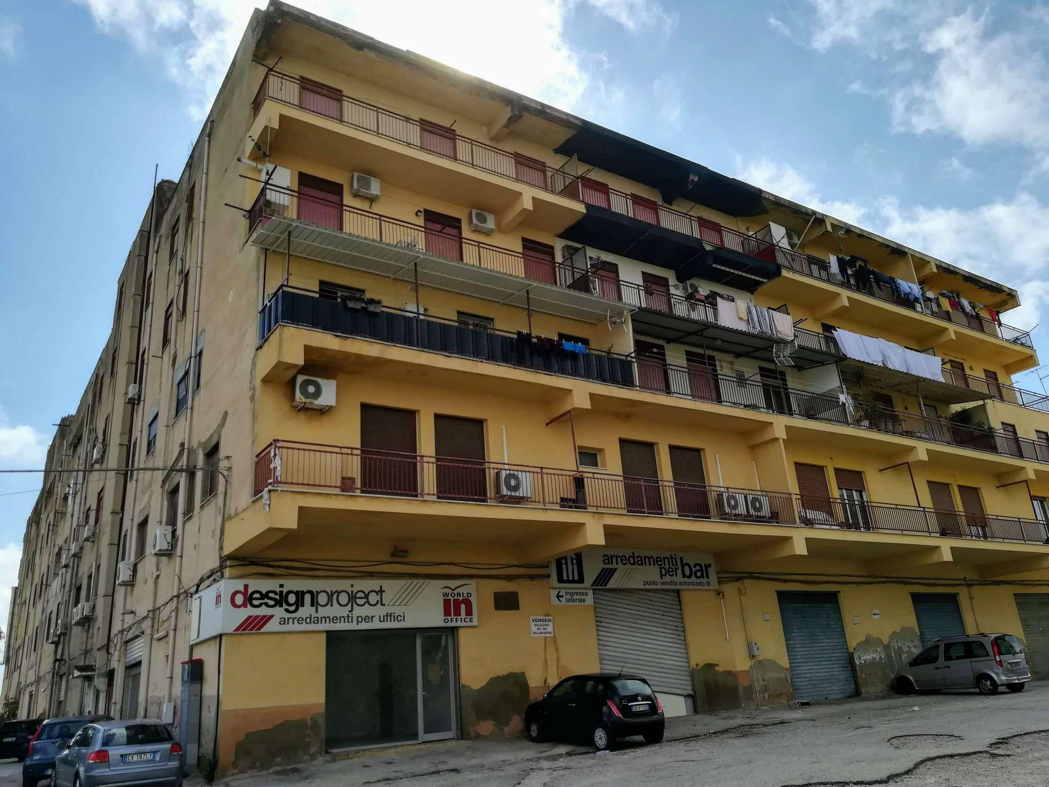 Ampio appartamento con due balconi