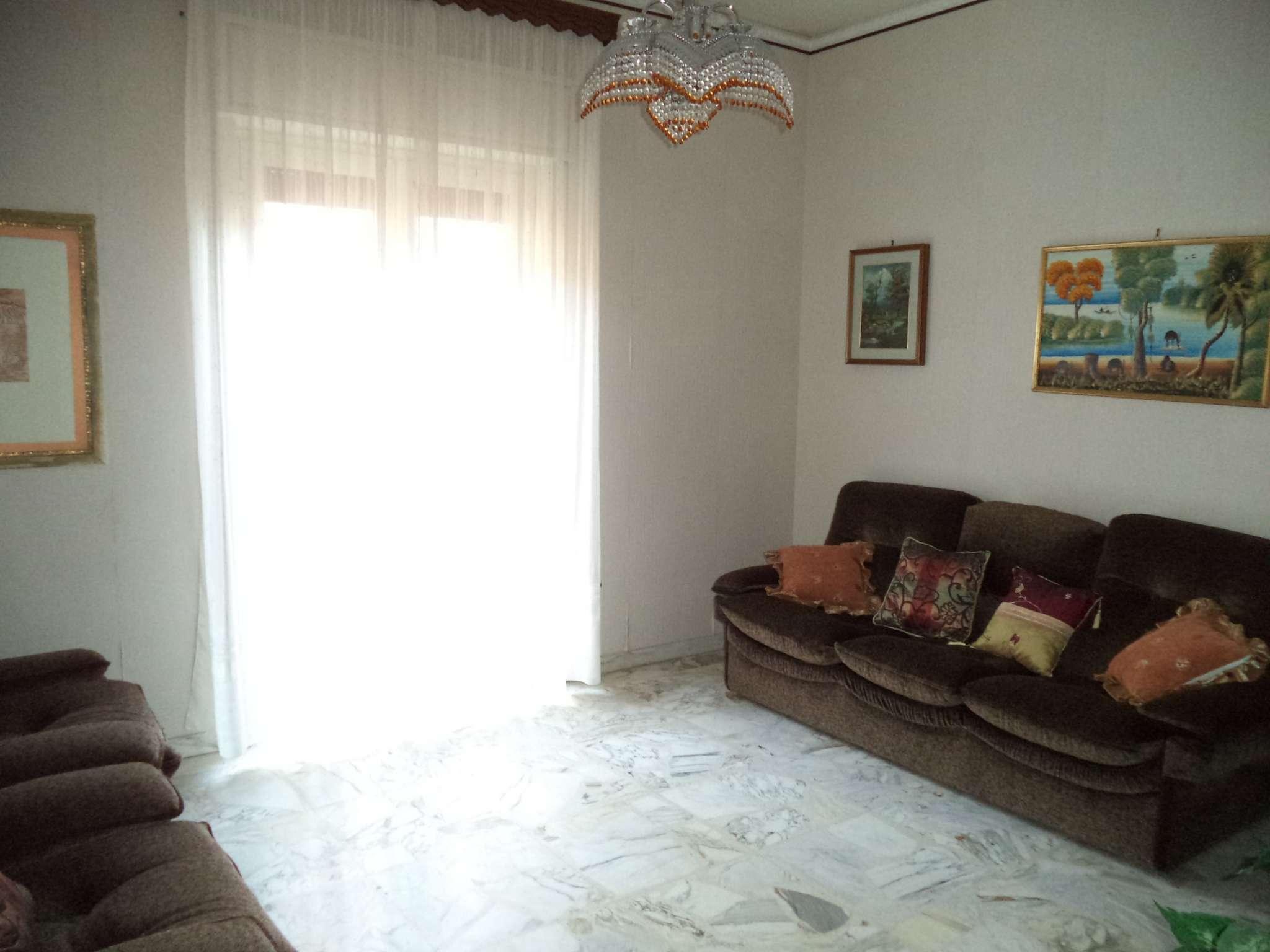 Appartamento in buone condizioni in vendita Rif. 8888215