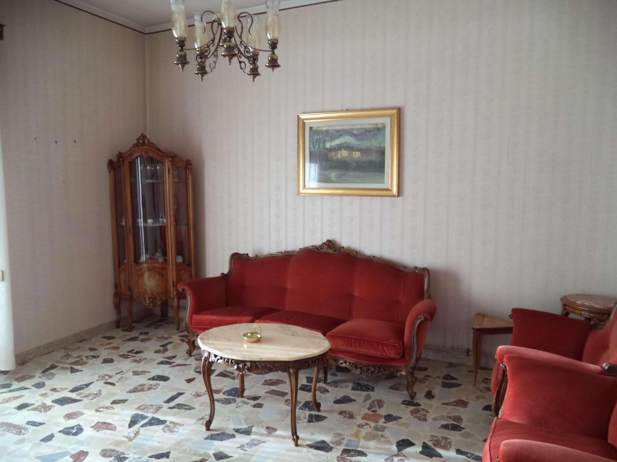 Appartamento in buone condizioni in vendita Rif. 8888218