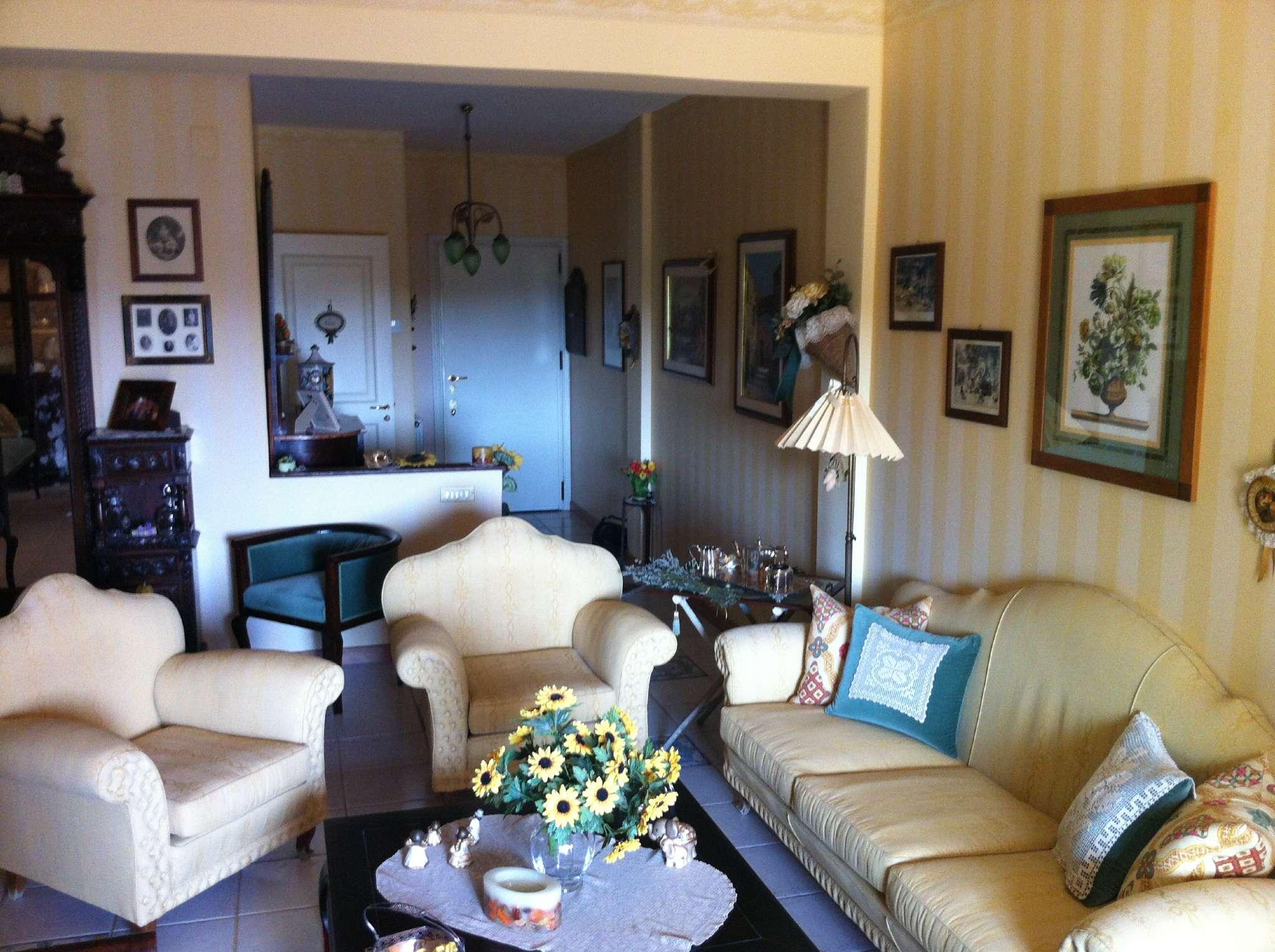 Appartamento in ottime condizioni parzialmente arredato in vendita Rif. 8900000