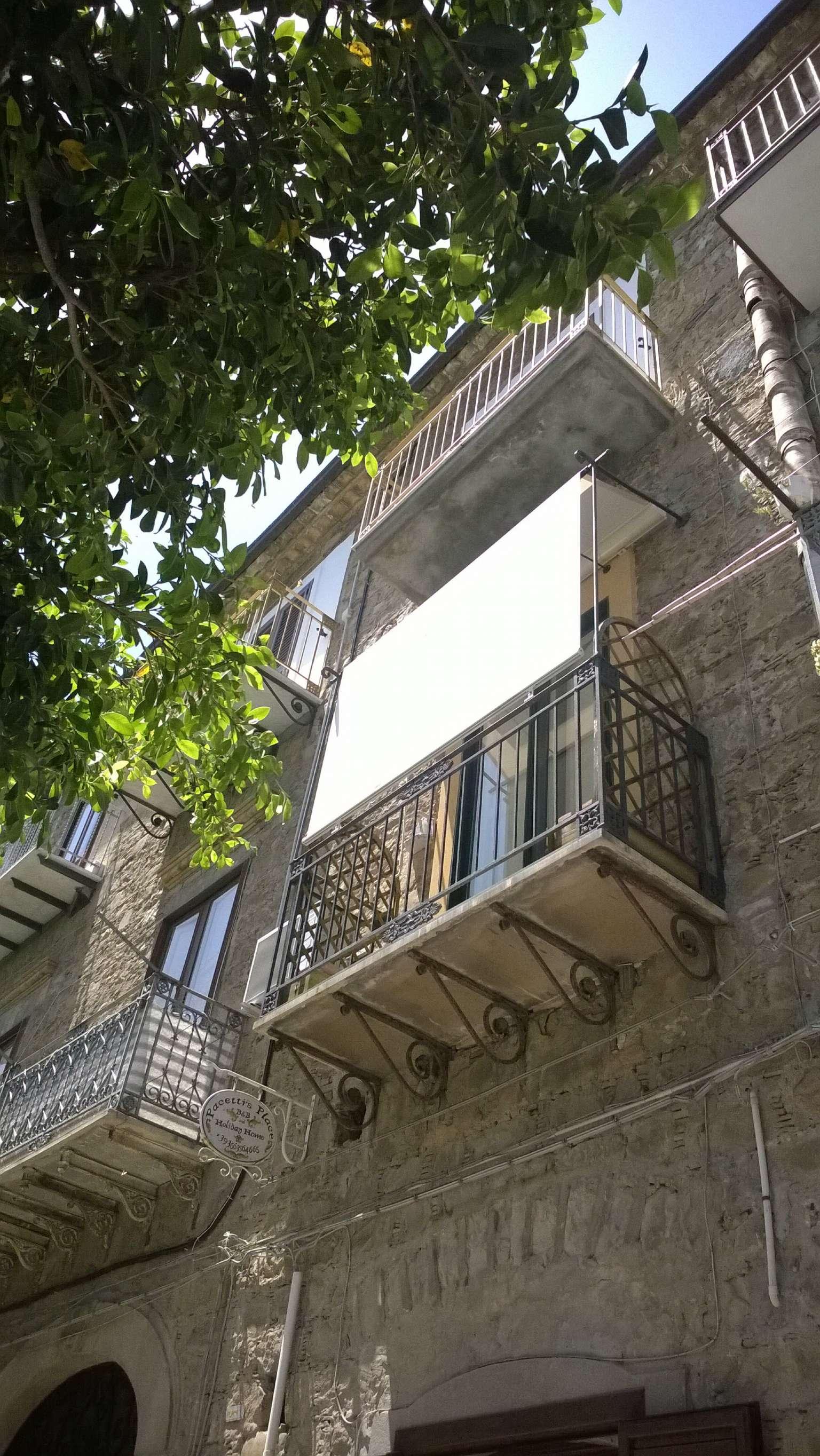 Trilocale con balconcino ed ampio garage carrabile