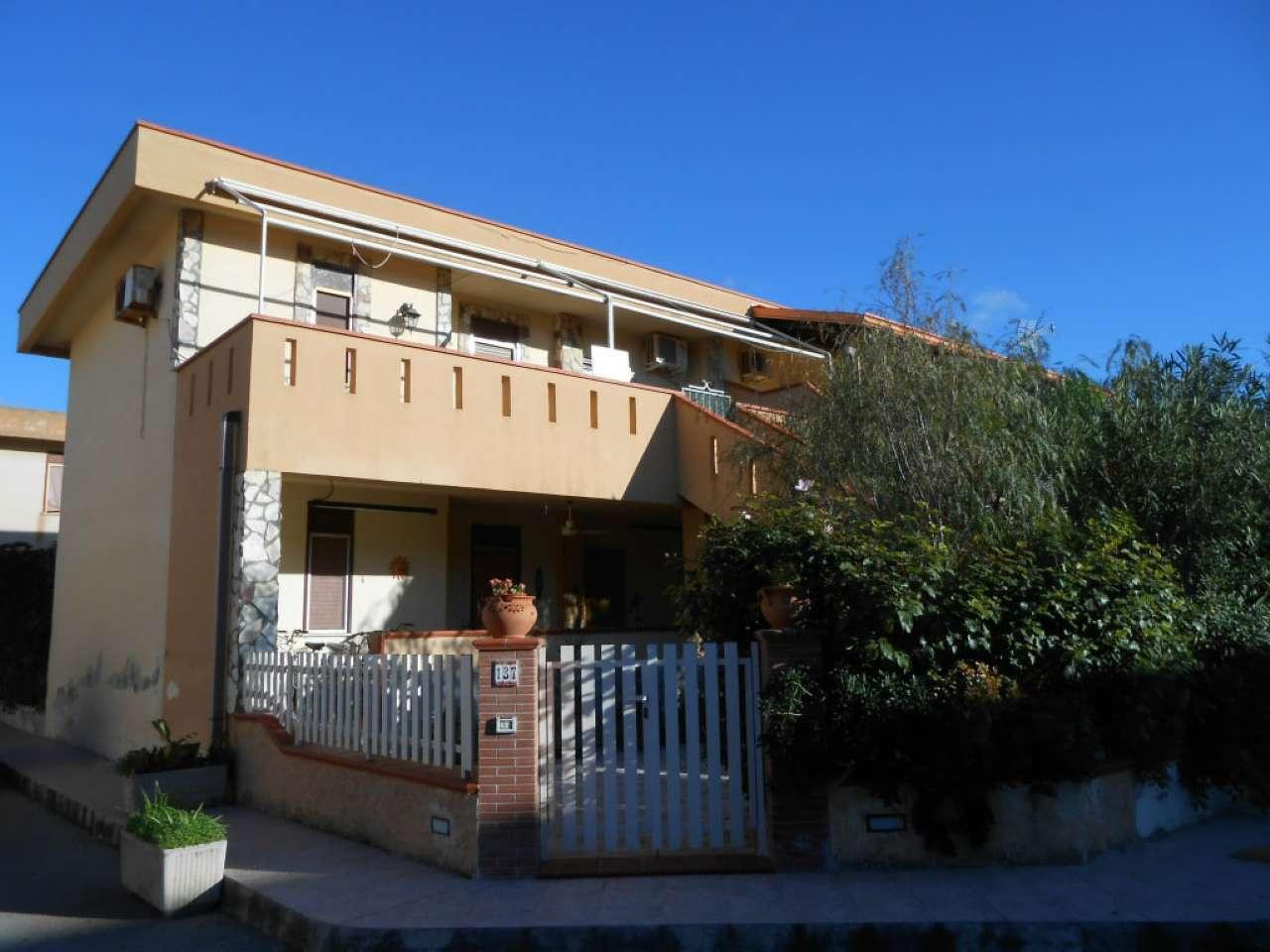 Appartamento in buone condizioni arredato in vendita Rif. 9099465