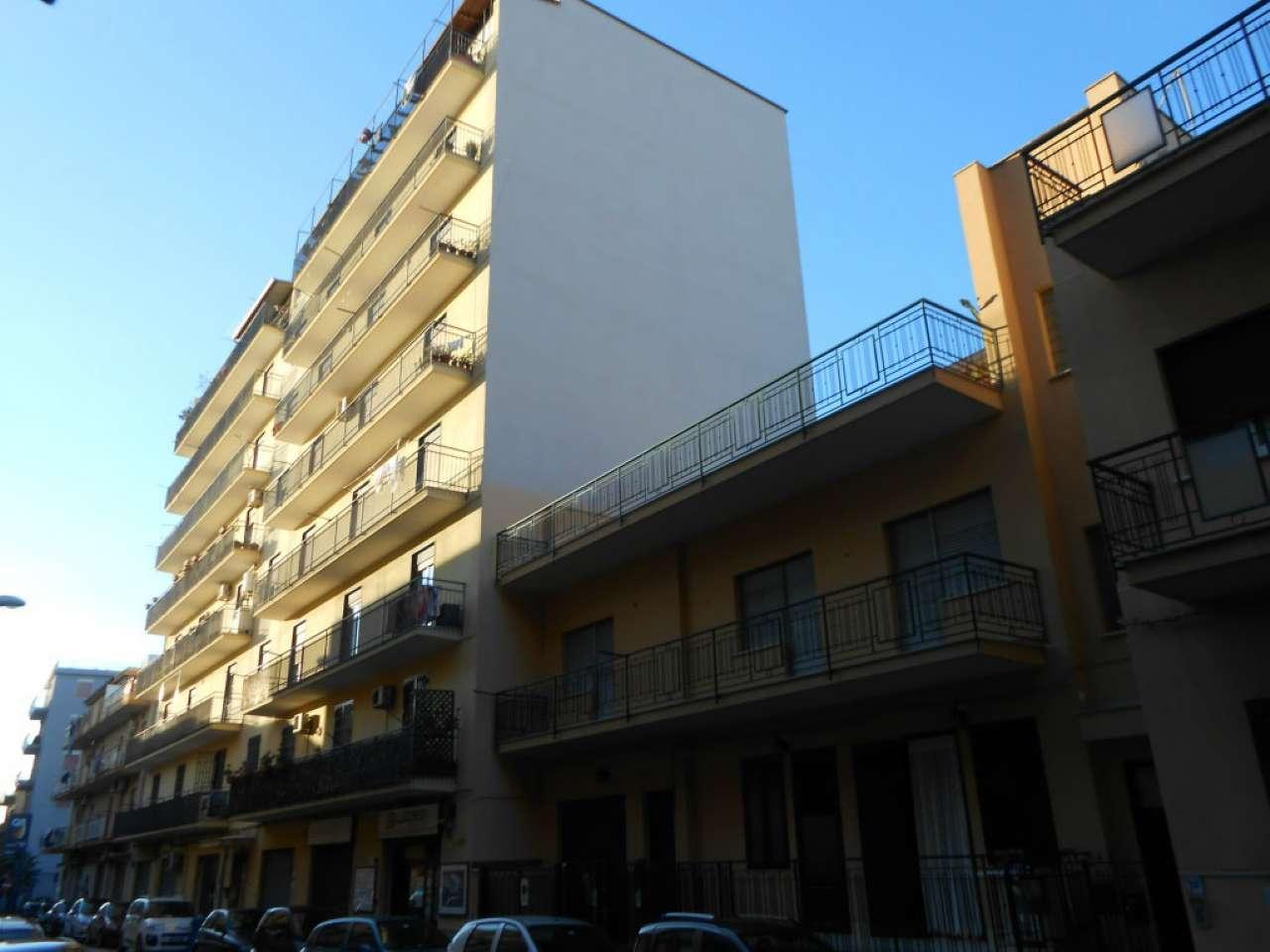 Ampio appartamento con balcone su prospetto principale