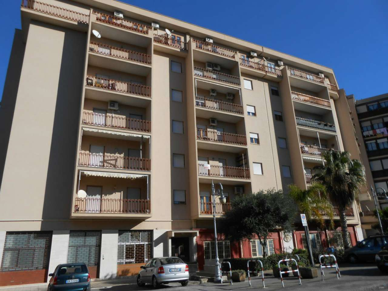 Ampio appartamento con balconi vista mare