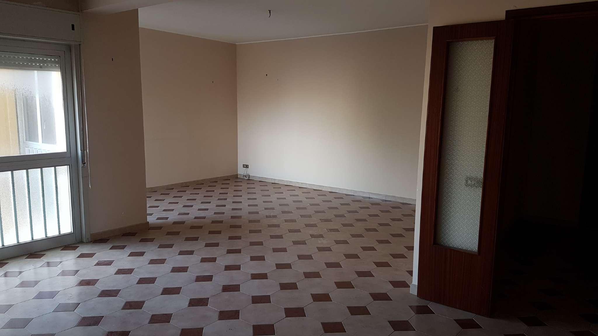 Appartamento in discrete condizioni in vendita Rif. 9246777