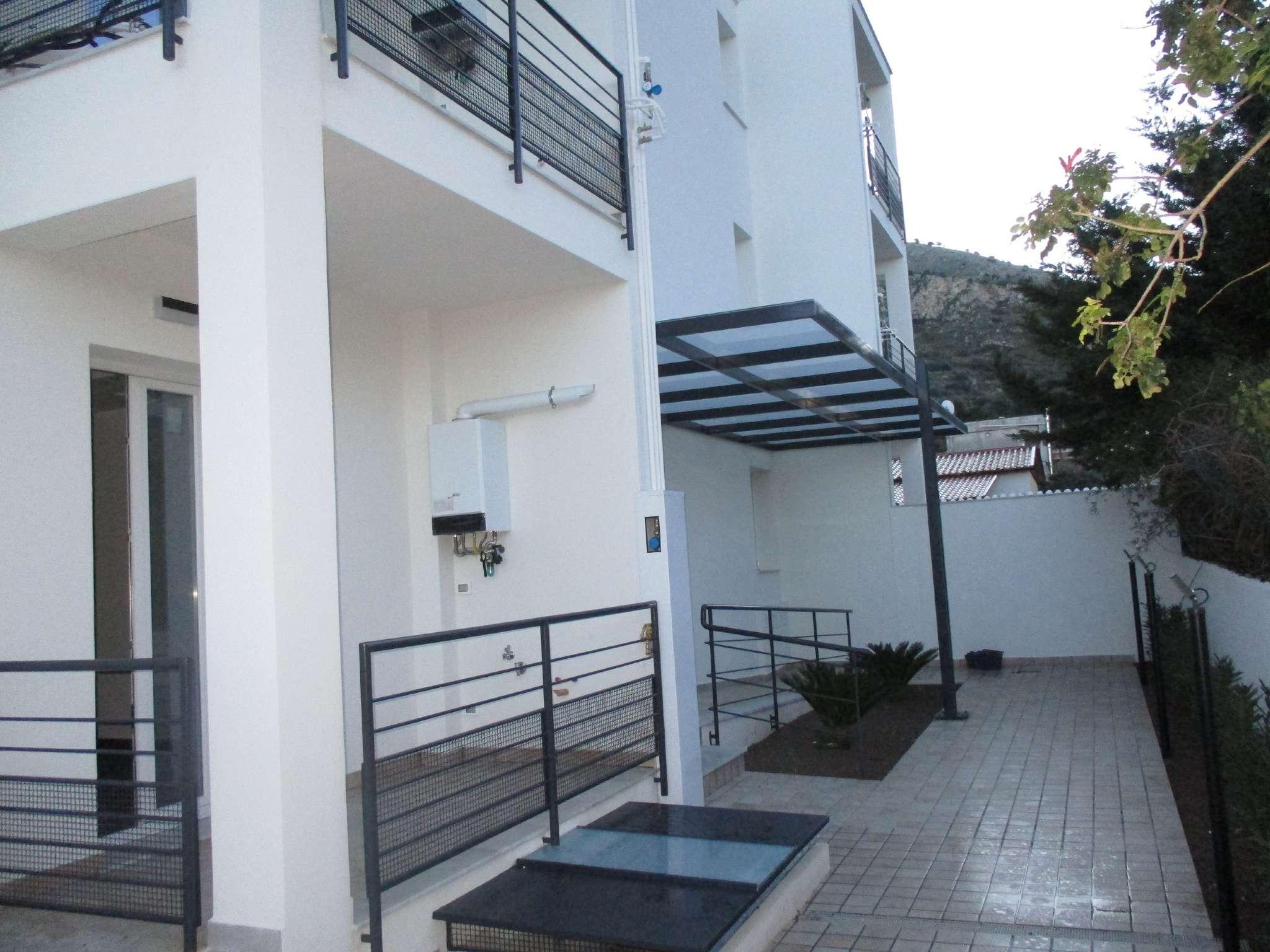Appartamento parzialmente arredato in vendita Rif. 9275404