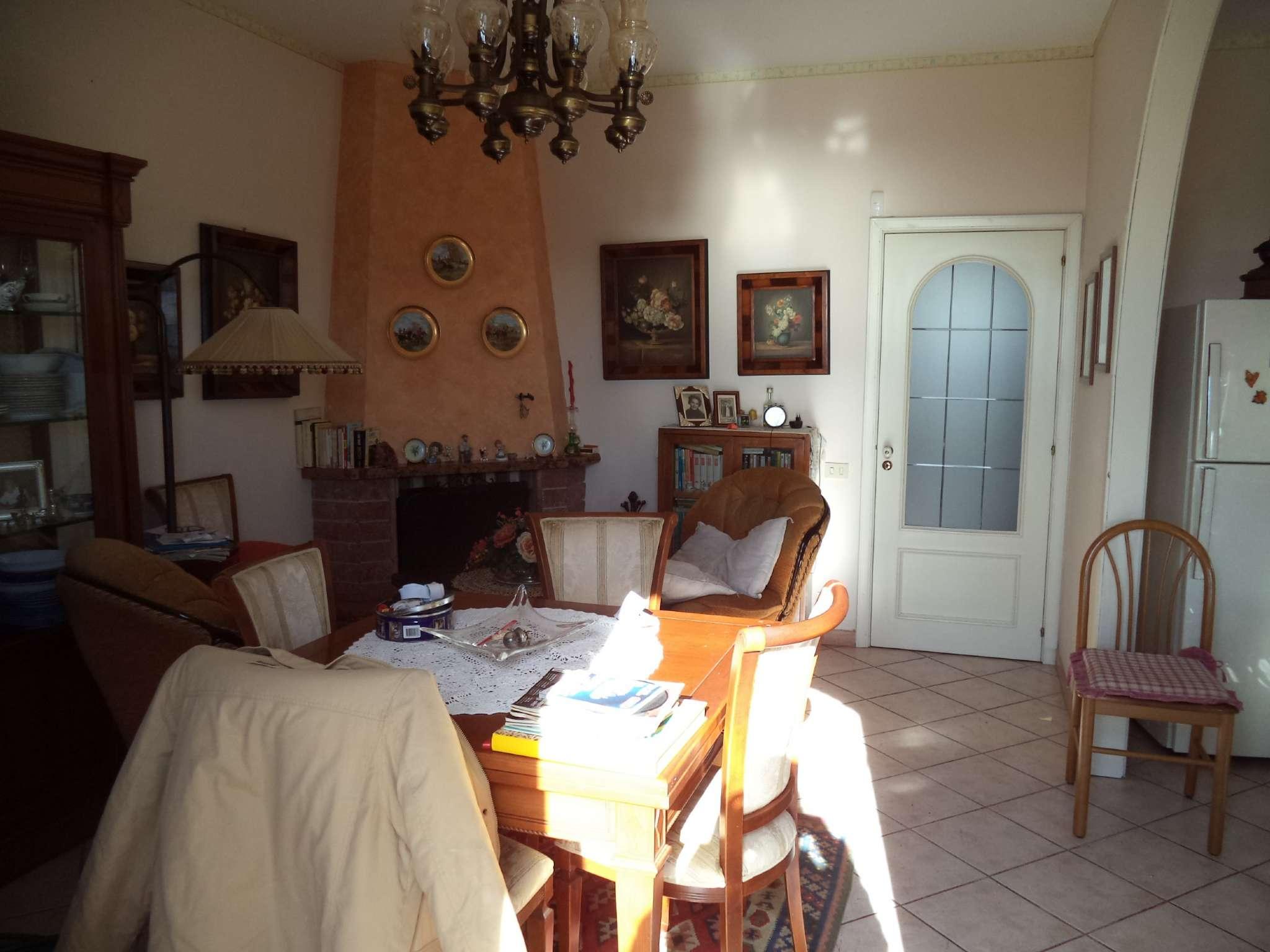 Villetta a schiera in buone condizioni in vendita Rif. 9469816
