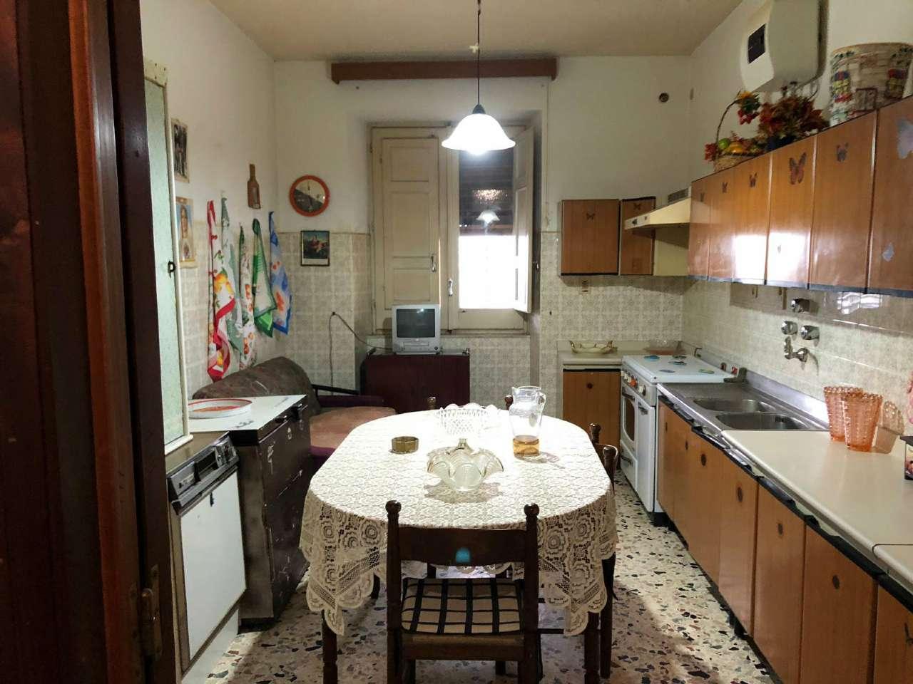 Immobile indipendente con ampio spazio esterno e terrazzo, foto 4