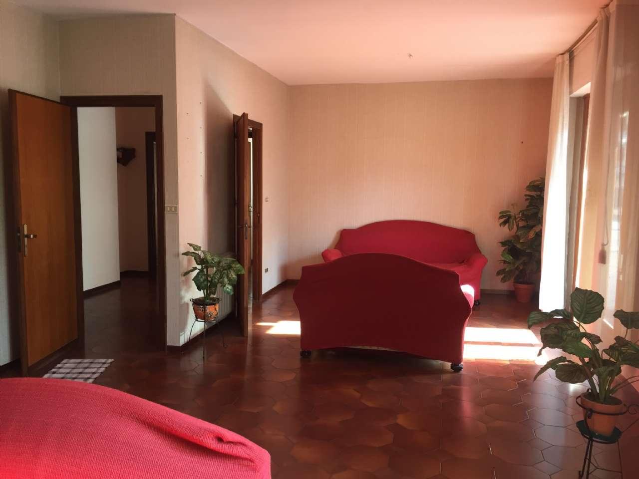 Quadrilocale, Via Ercole Bernabei, zona Malaspina, Palermo, foto 1