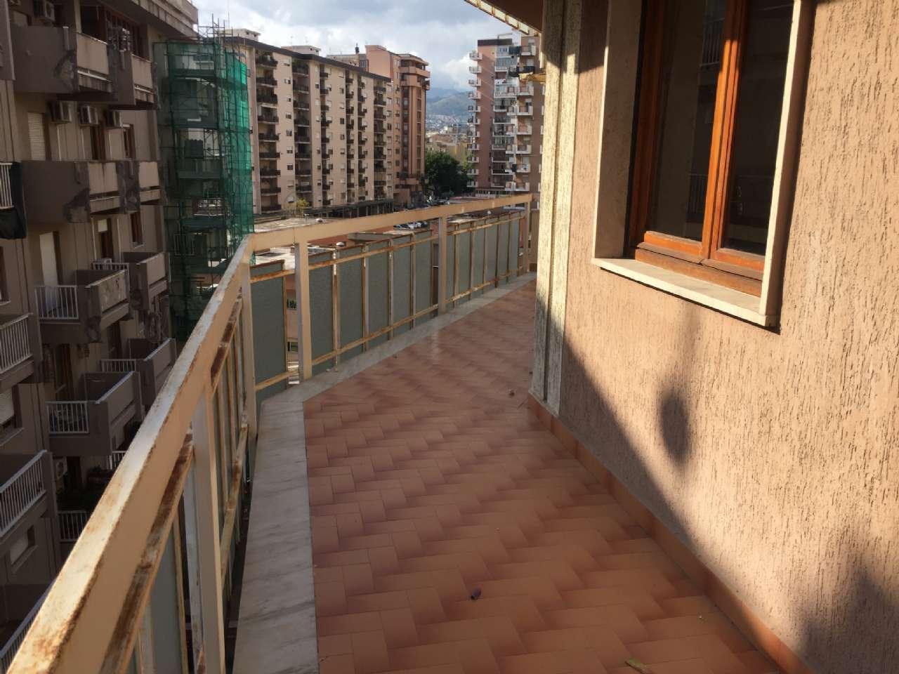 Quadrilocale, Via Ercole Bernabei, zona Malaspina, Palermo, foto 11