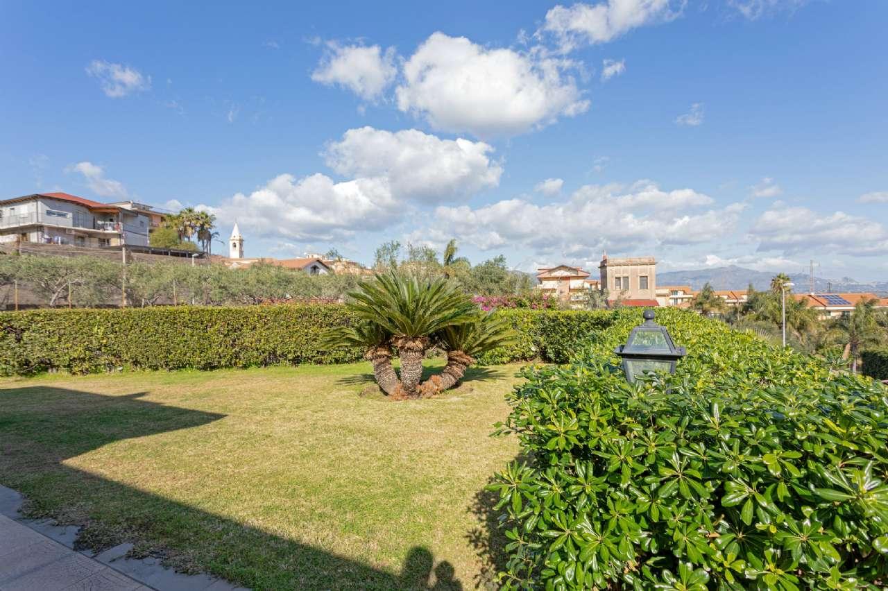 Prestigiosa villa singola con ampio giardino, foto 1