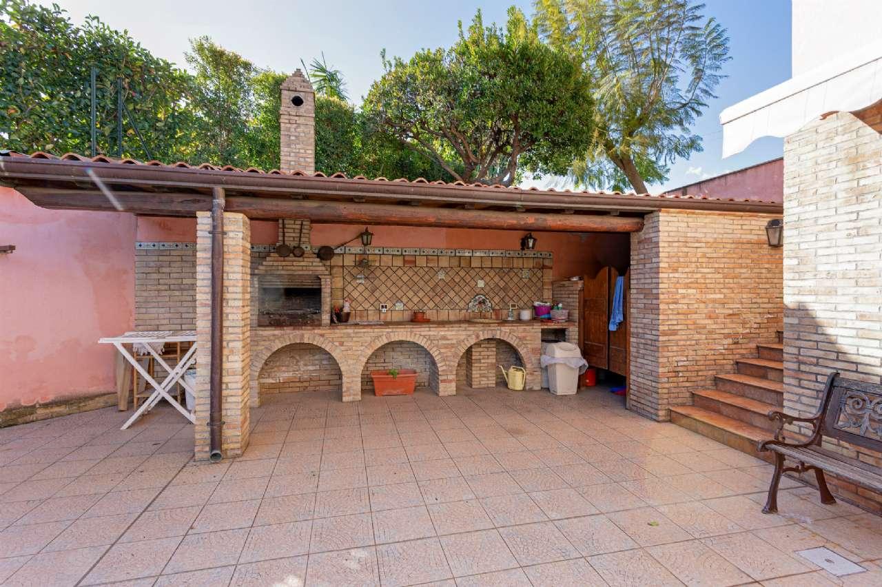 Prestigiosa villa singola con ampio giardino, foto 2