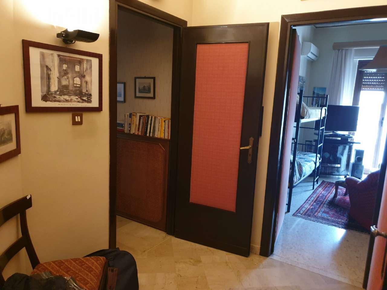 Palermo - Libertà - Ampio appartamento con terrazzo e due balconi, foto 13
