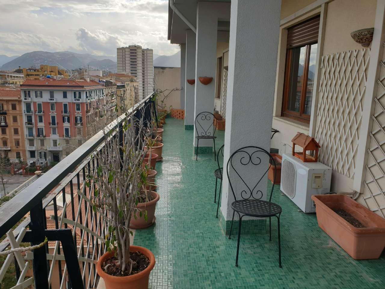 Palermo - Libertà - Ampio appartamento con terrazzo e due balconi, foto 3