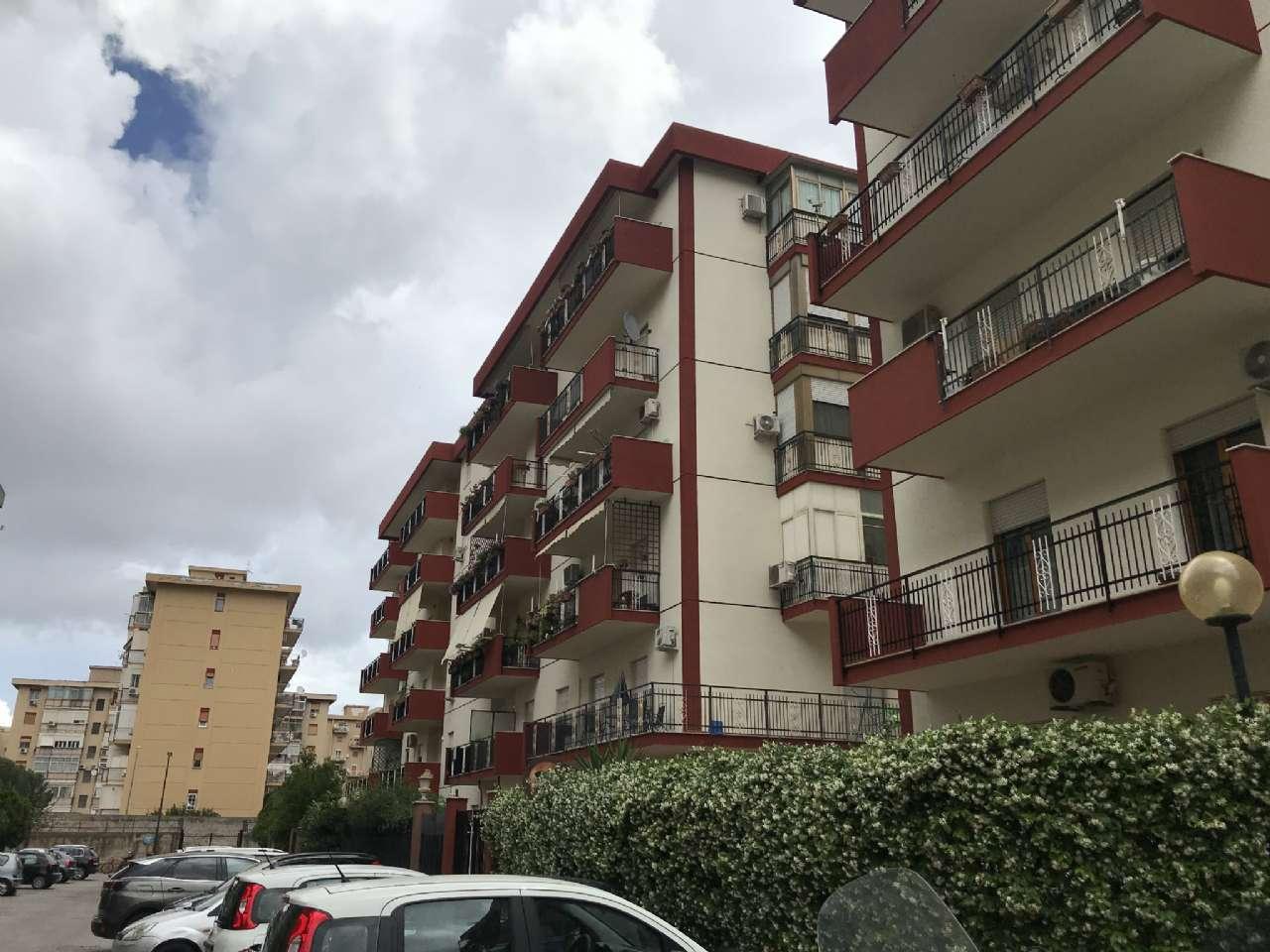 Michelangelo - Luminoso appartamento in residence con due ampi balconi e posto auto, foto 17