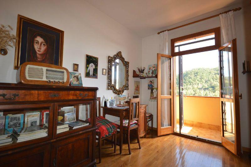 Villetta a schiera con giardino e doppio garage, foto 1