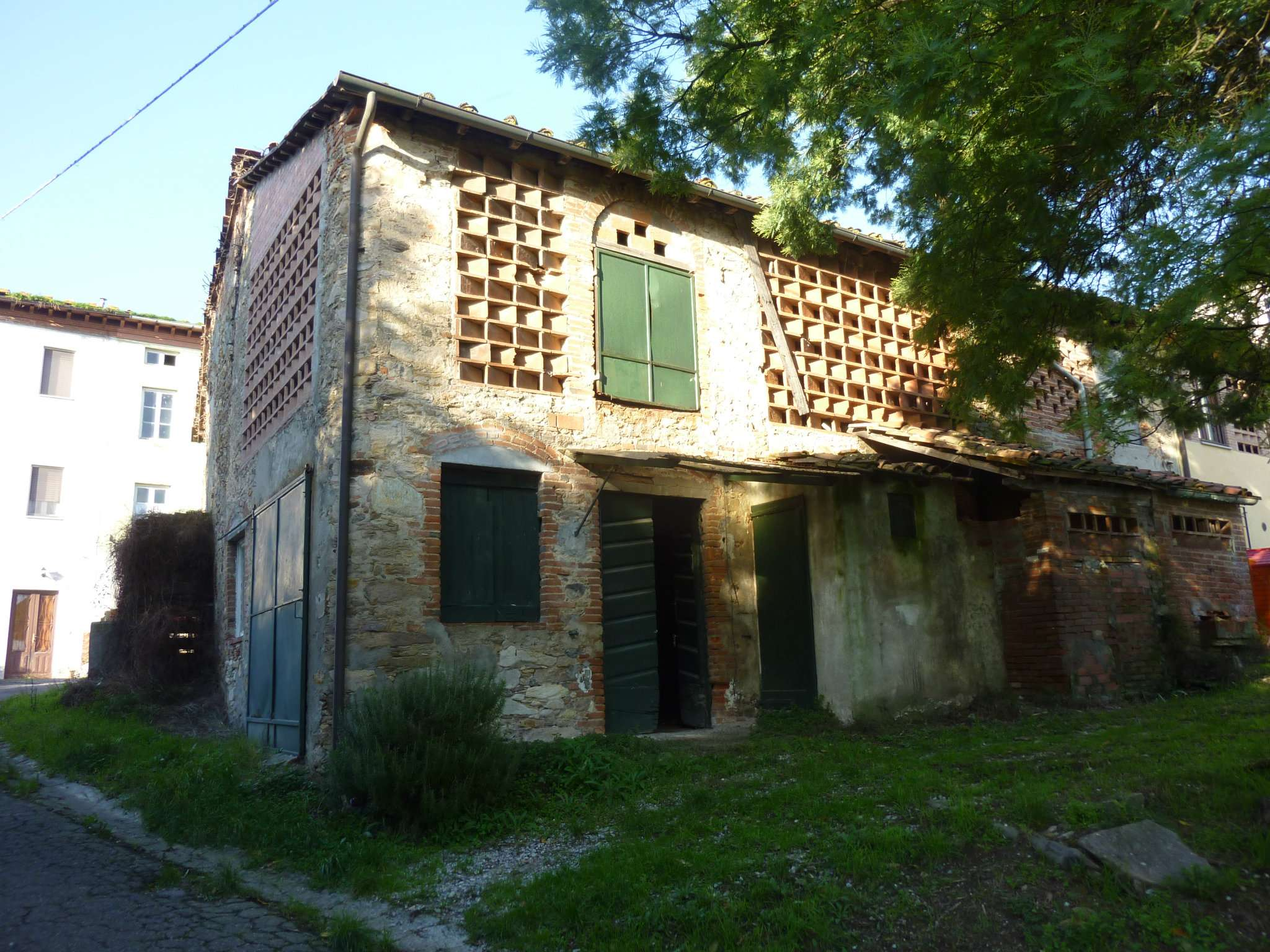Rustico-casale Altro in Vendita a Capannori