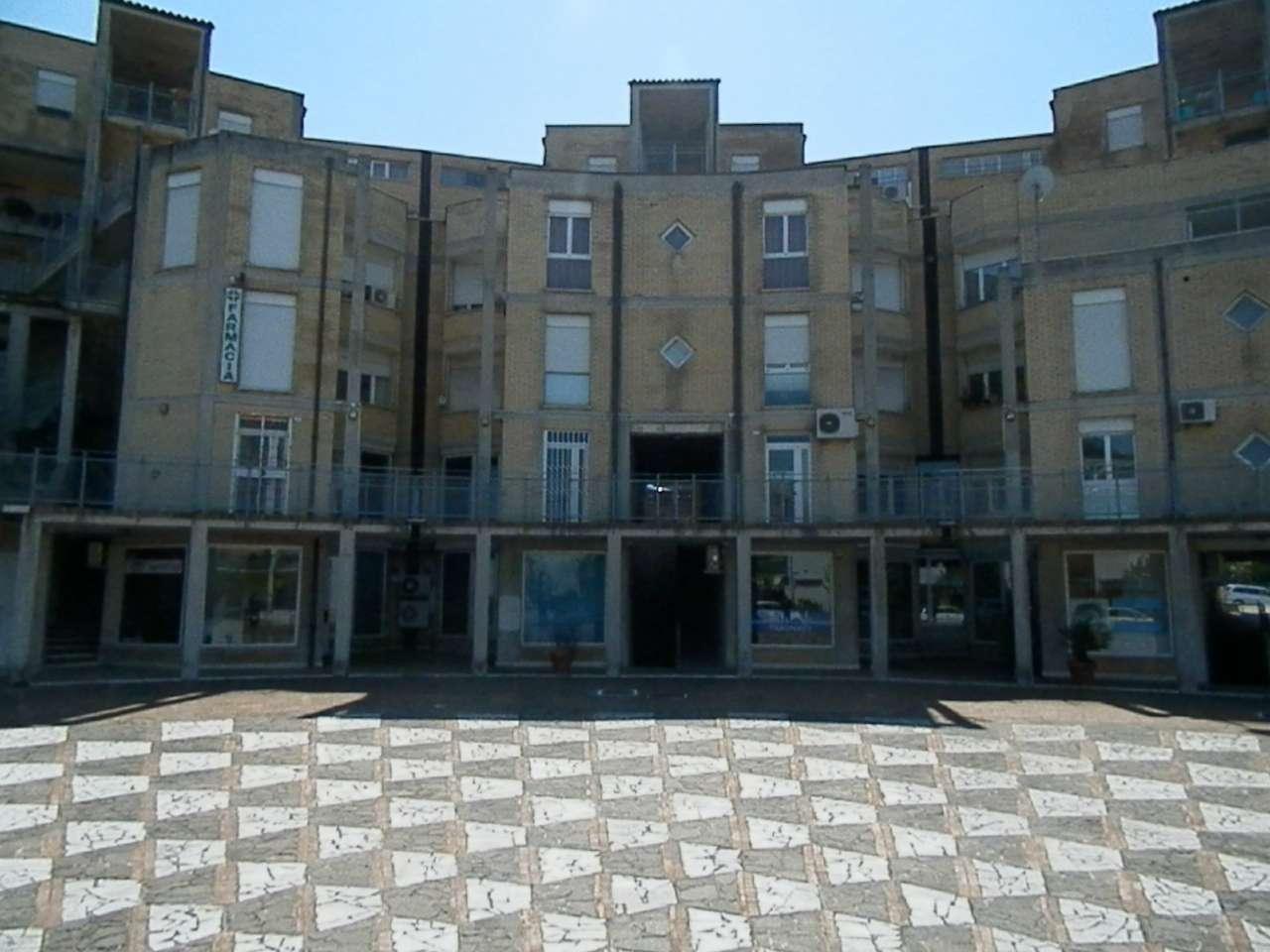 Immobile commerciale con vetrata ed ingresso indipendente