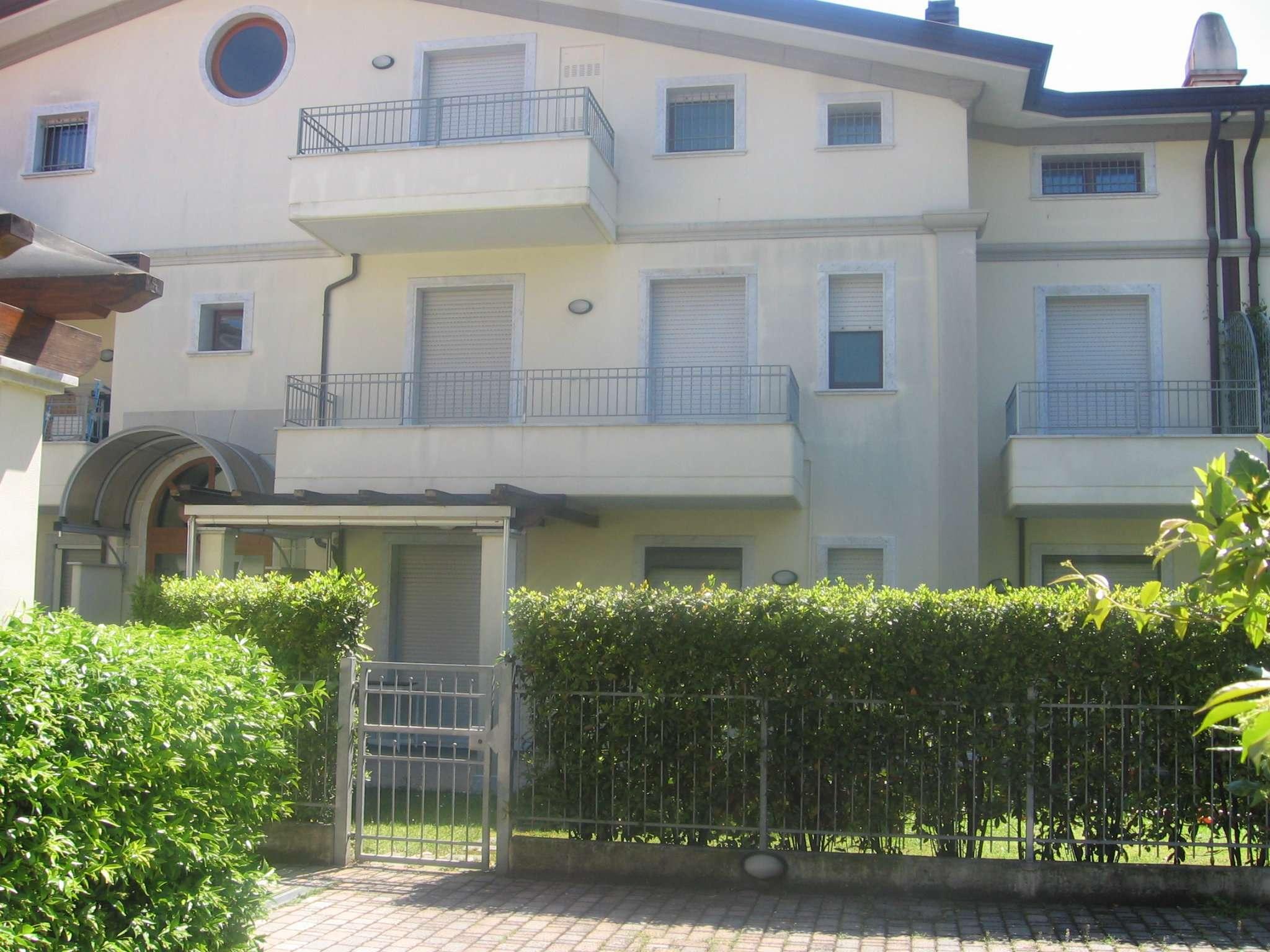 Casa tre camere sottotetto massa carrara in vendita for Casa di 700 metri quadrati in vendita