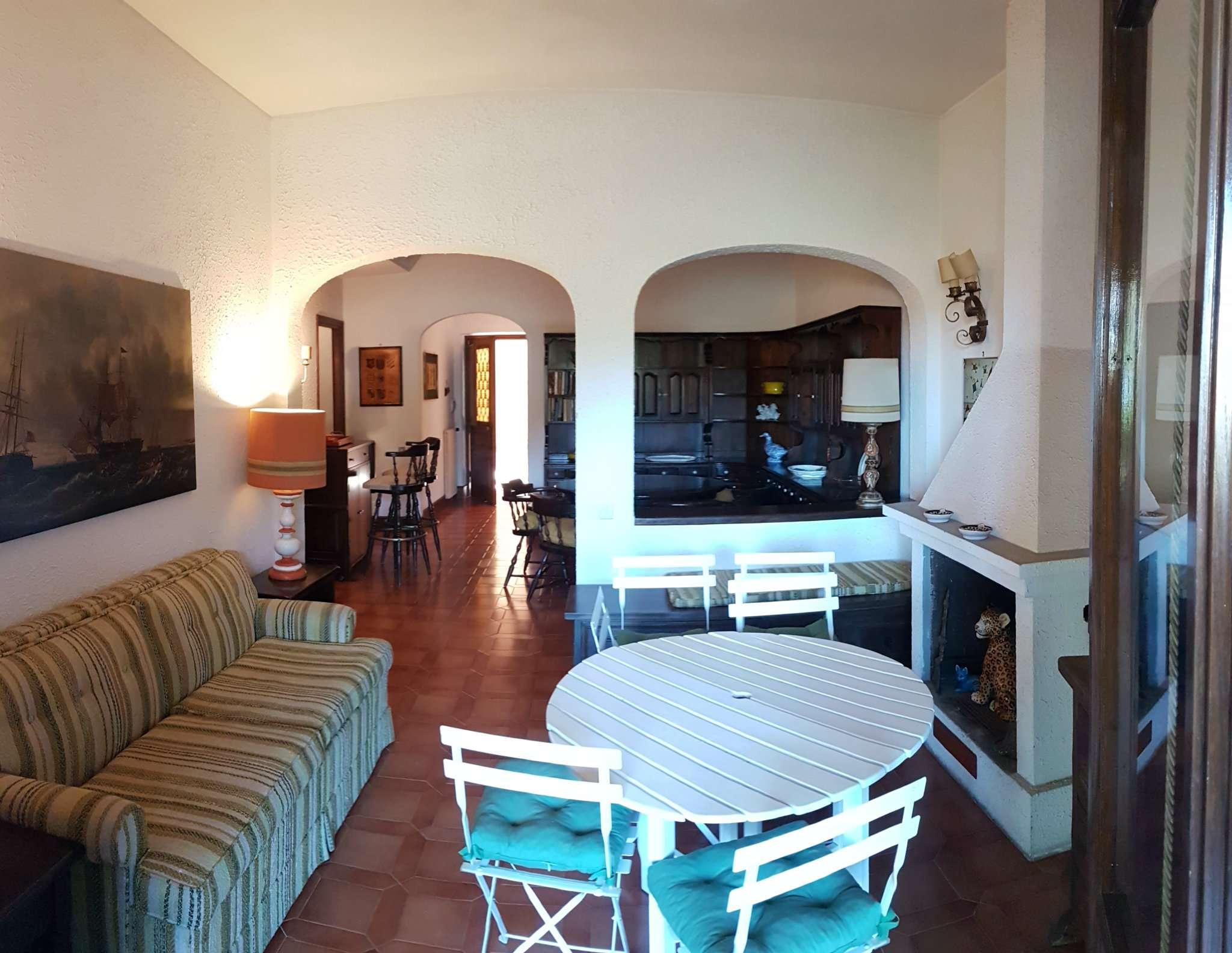 Ampio e luminoso appartamento con giardino in villa a schiera