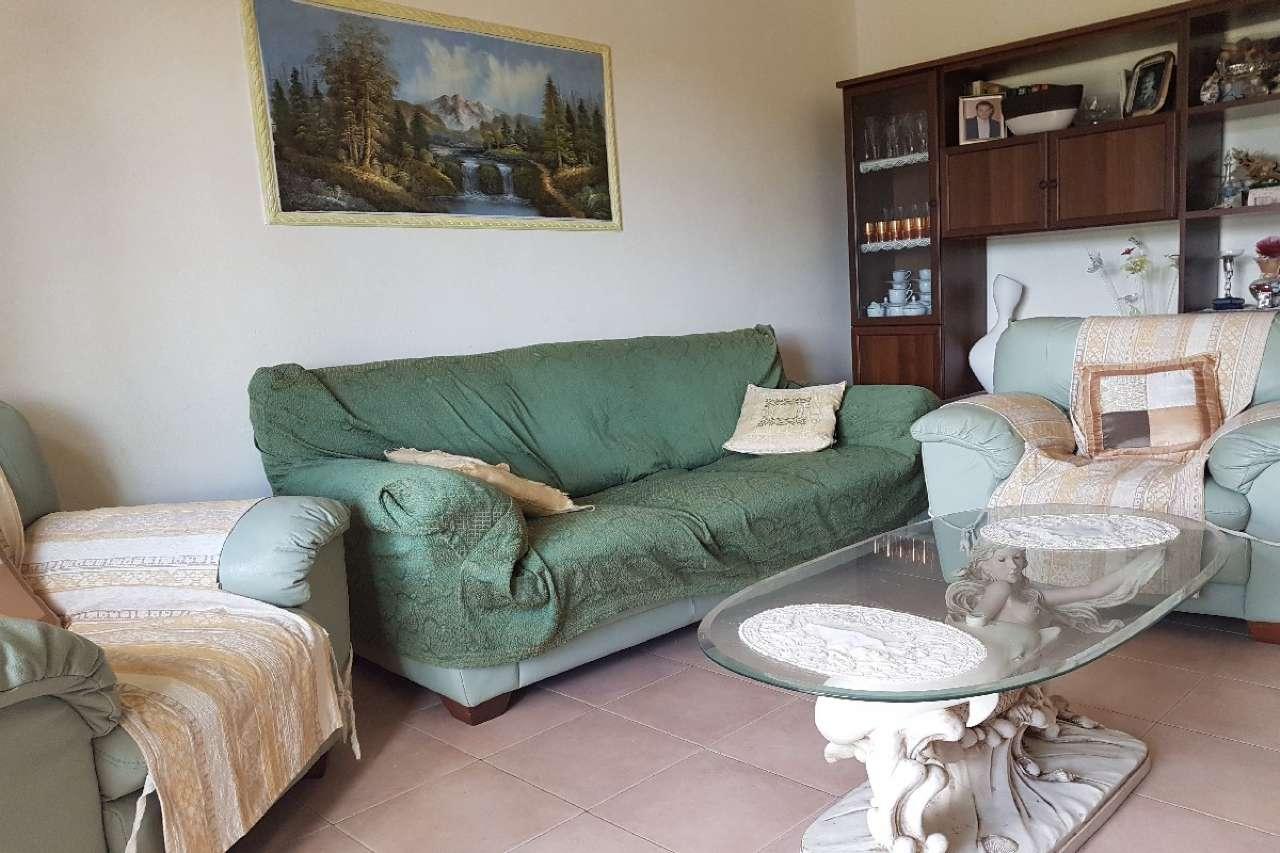 Appartamento in buone condizioni in vendita Rif. 8976505
