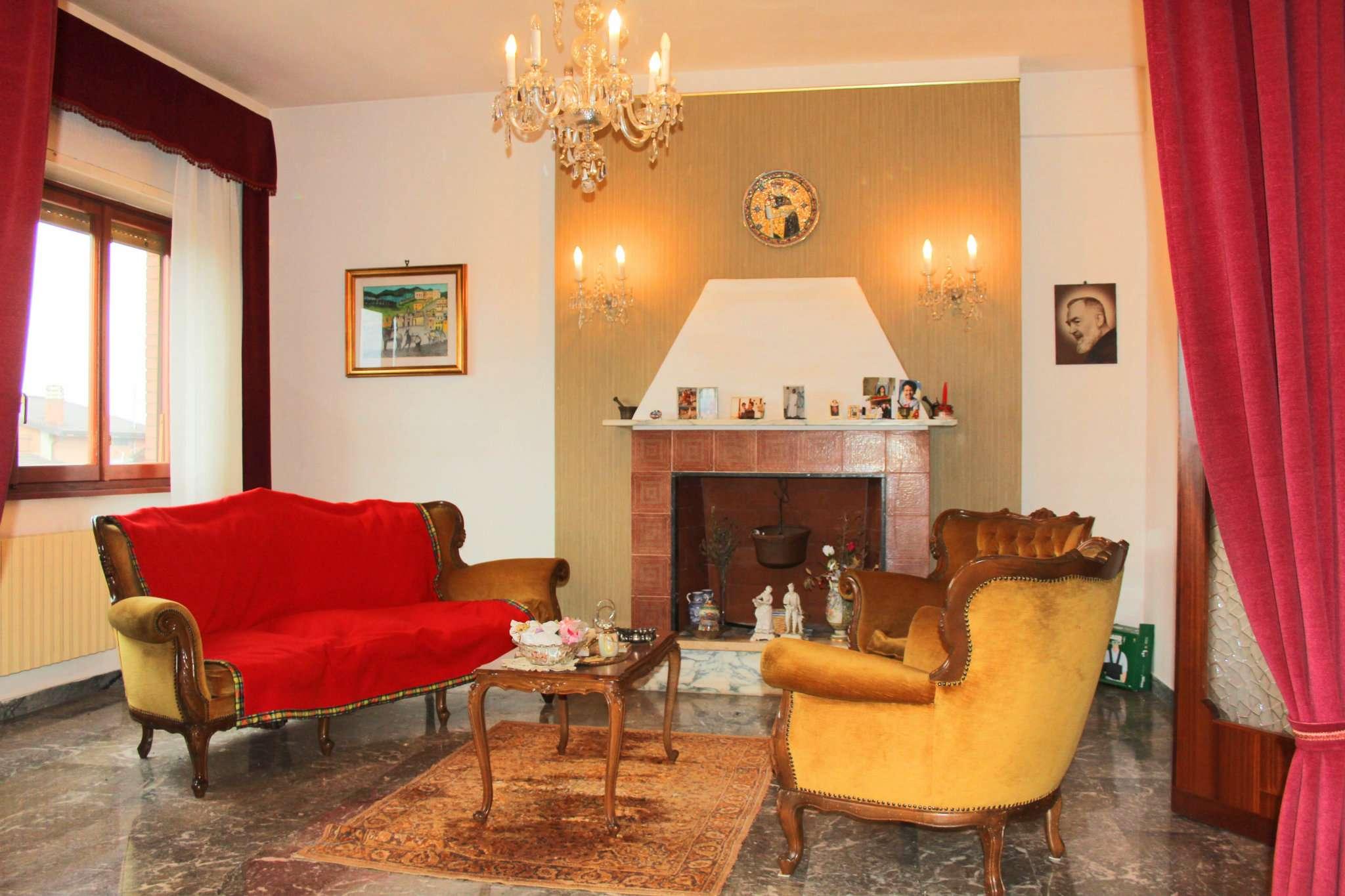 Appartamento in buone condizioni parzialmente arredato in vendita Rif. 5908983