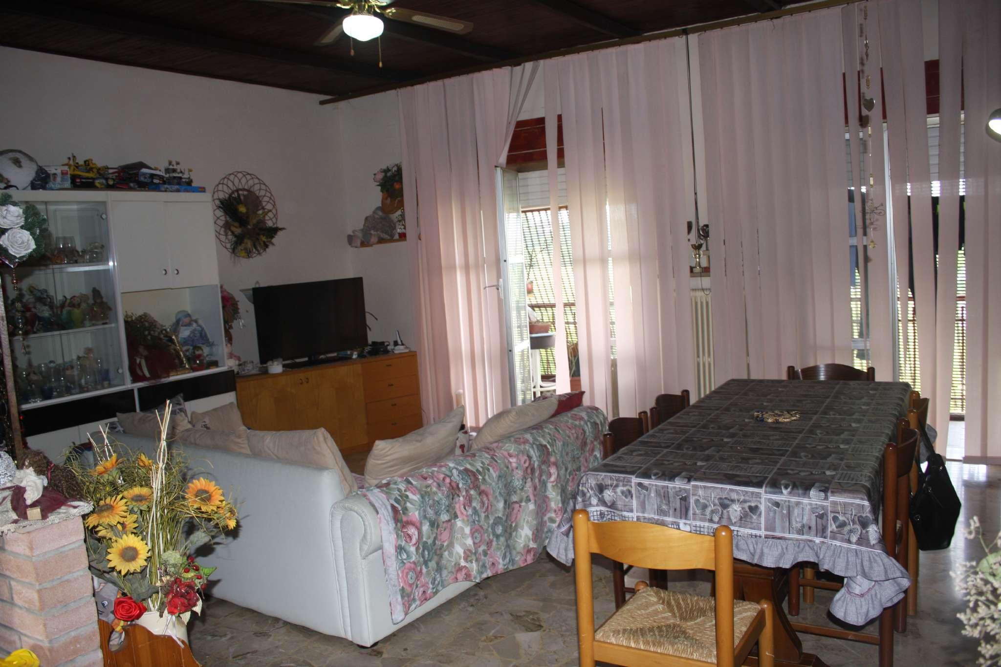 Appartamento in buone condizioni parzialmente arredato in vendita Rif. 7578331