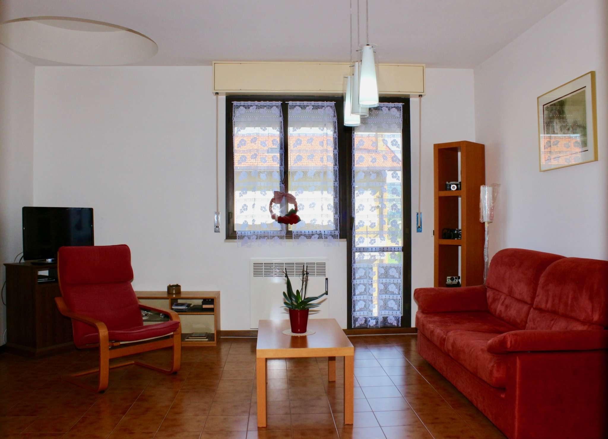 Appartamento in buone condizioni parzialmente arredato in vendita Rif. 7425170