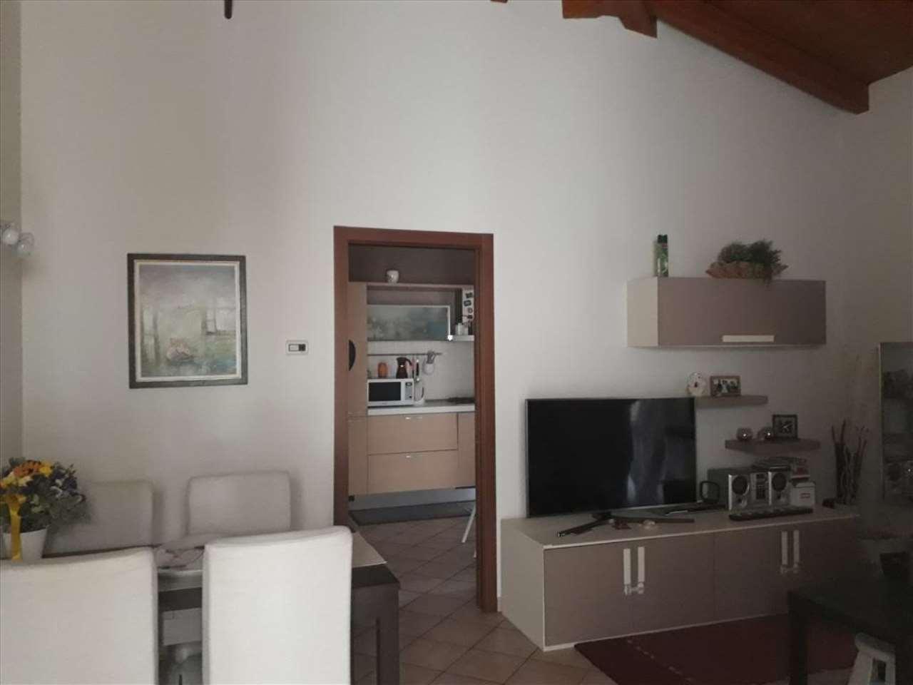 Appartamento in ottime condizioni parzialmente arredato in vendita Rif. 7934970