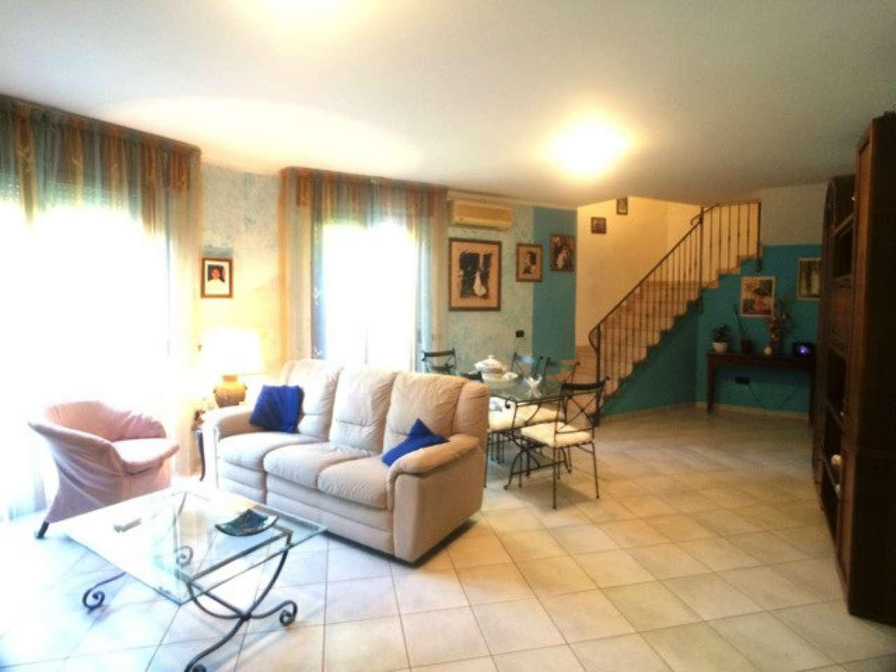 Appartamento in buone condizioni arredato in vendita Rif. 7893014