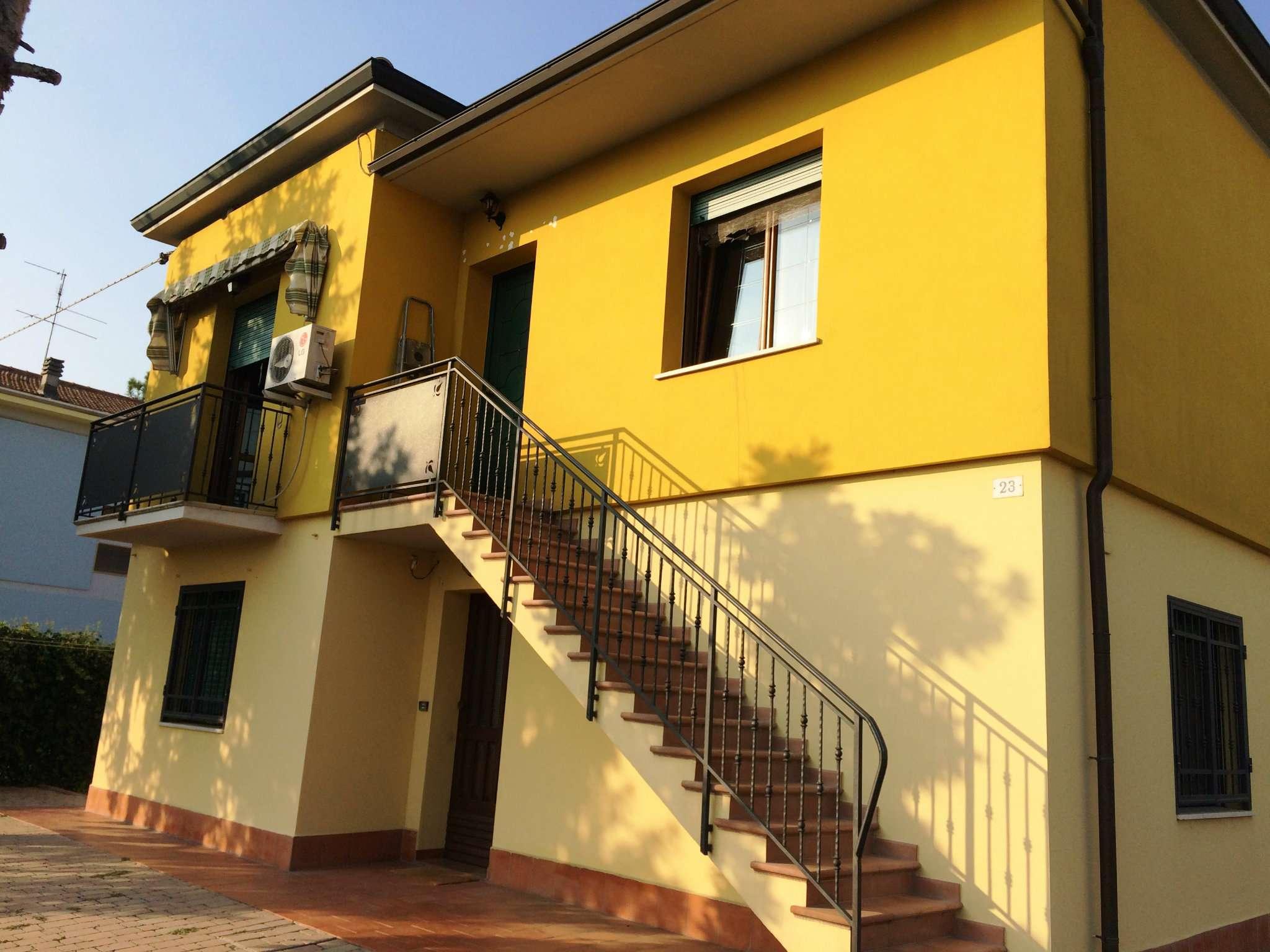 Ampio appartamento indipendente con balcone, autorimessa e cantina