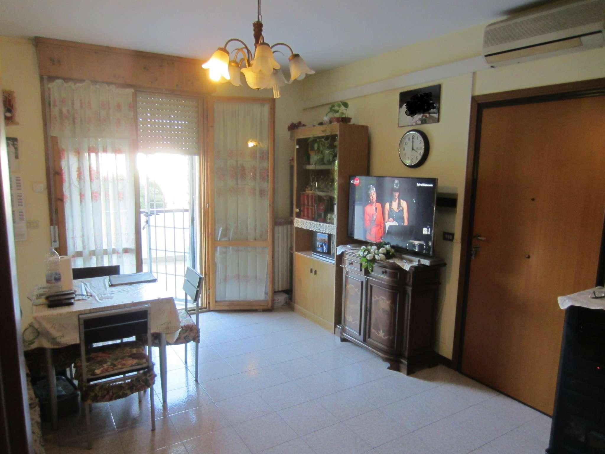 Appartamento in buone condizioni parzialmente arredato in vendita Rif. 8413809