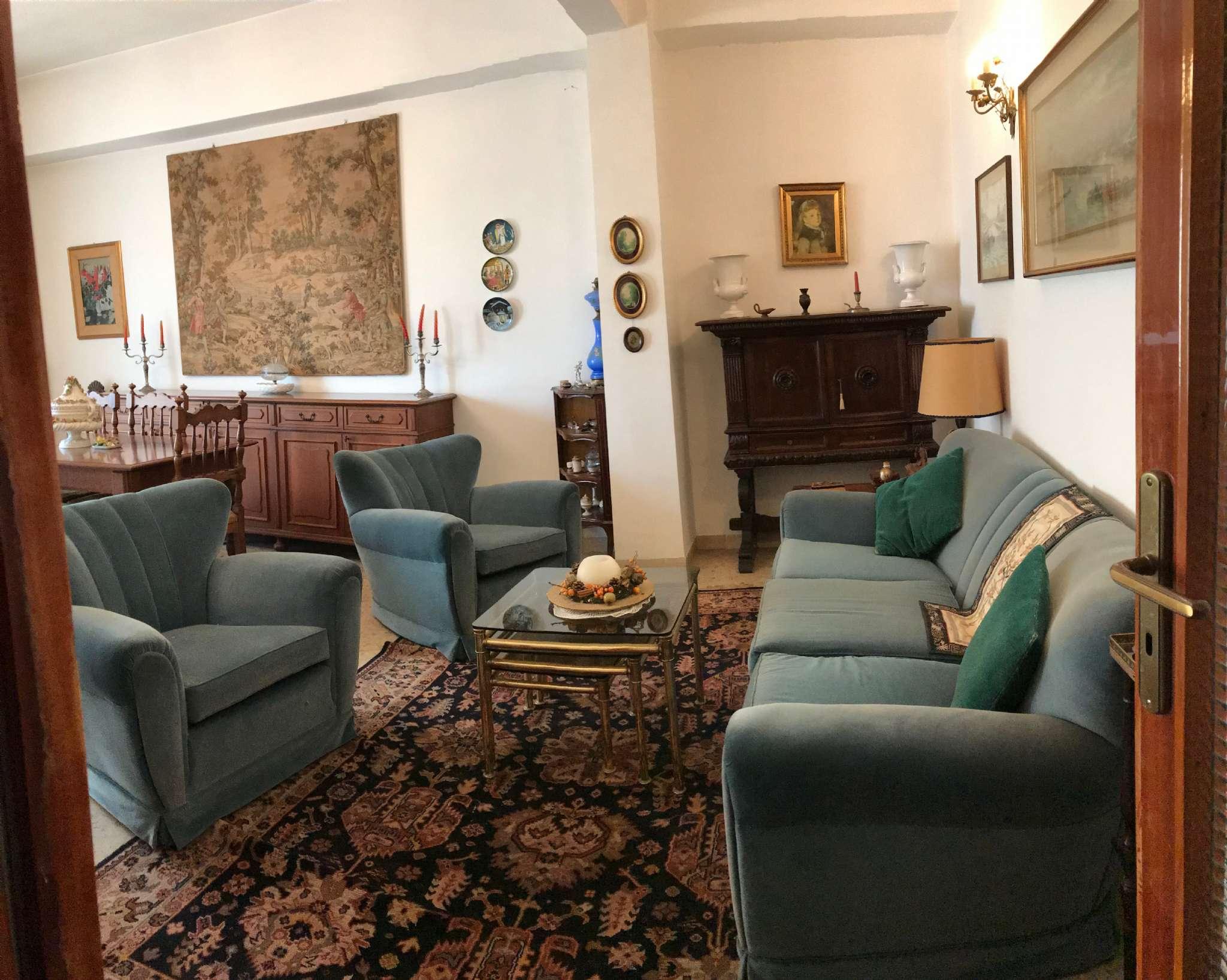 Appartamento in buone condizioni in vendita Rif. 9197523