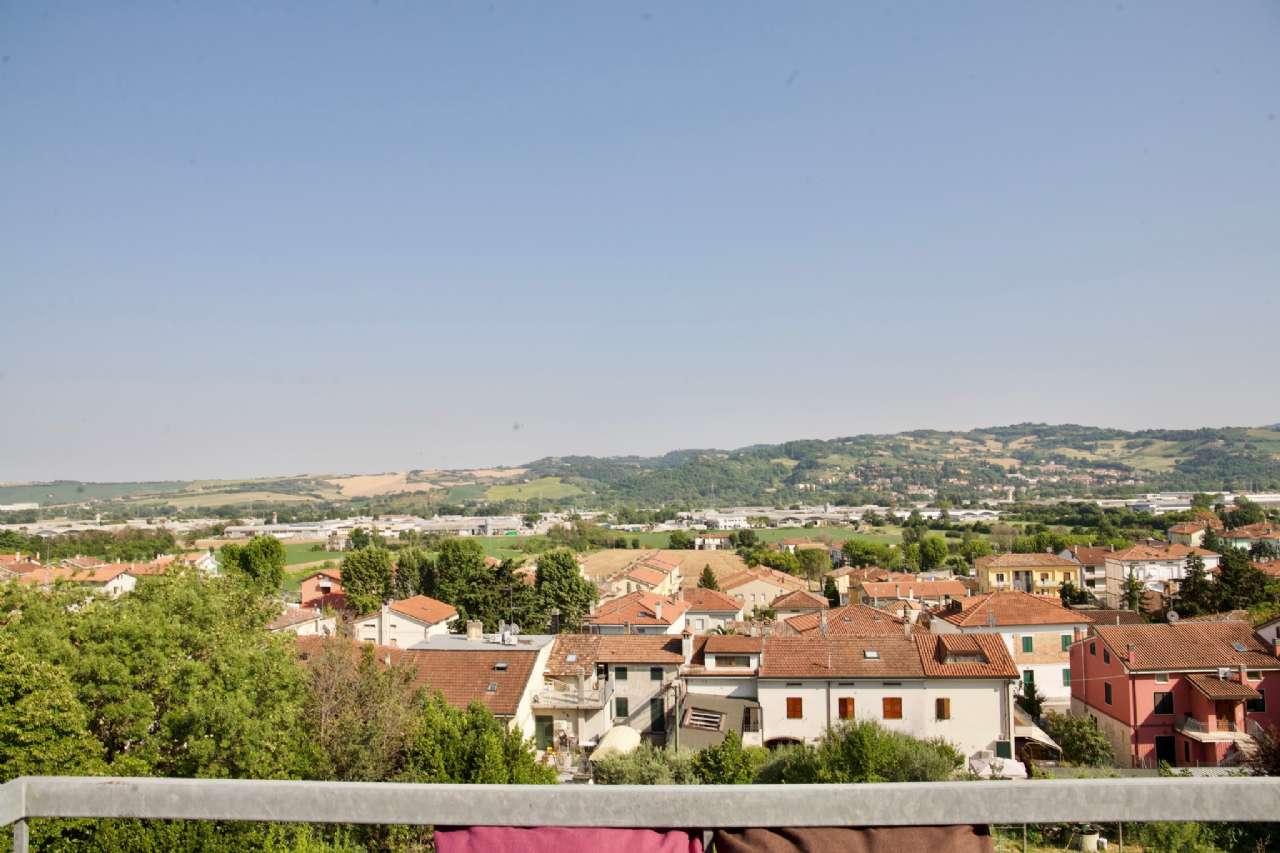 Trilocale mansardato con terrazzino vista colline, foto 15