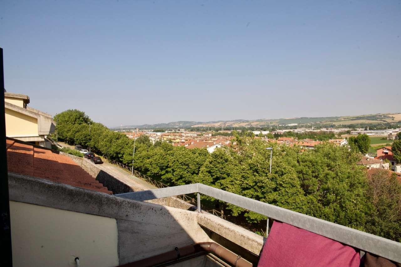 Trilocale mansardato con terrazzino vista colline, foto 14