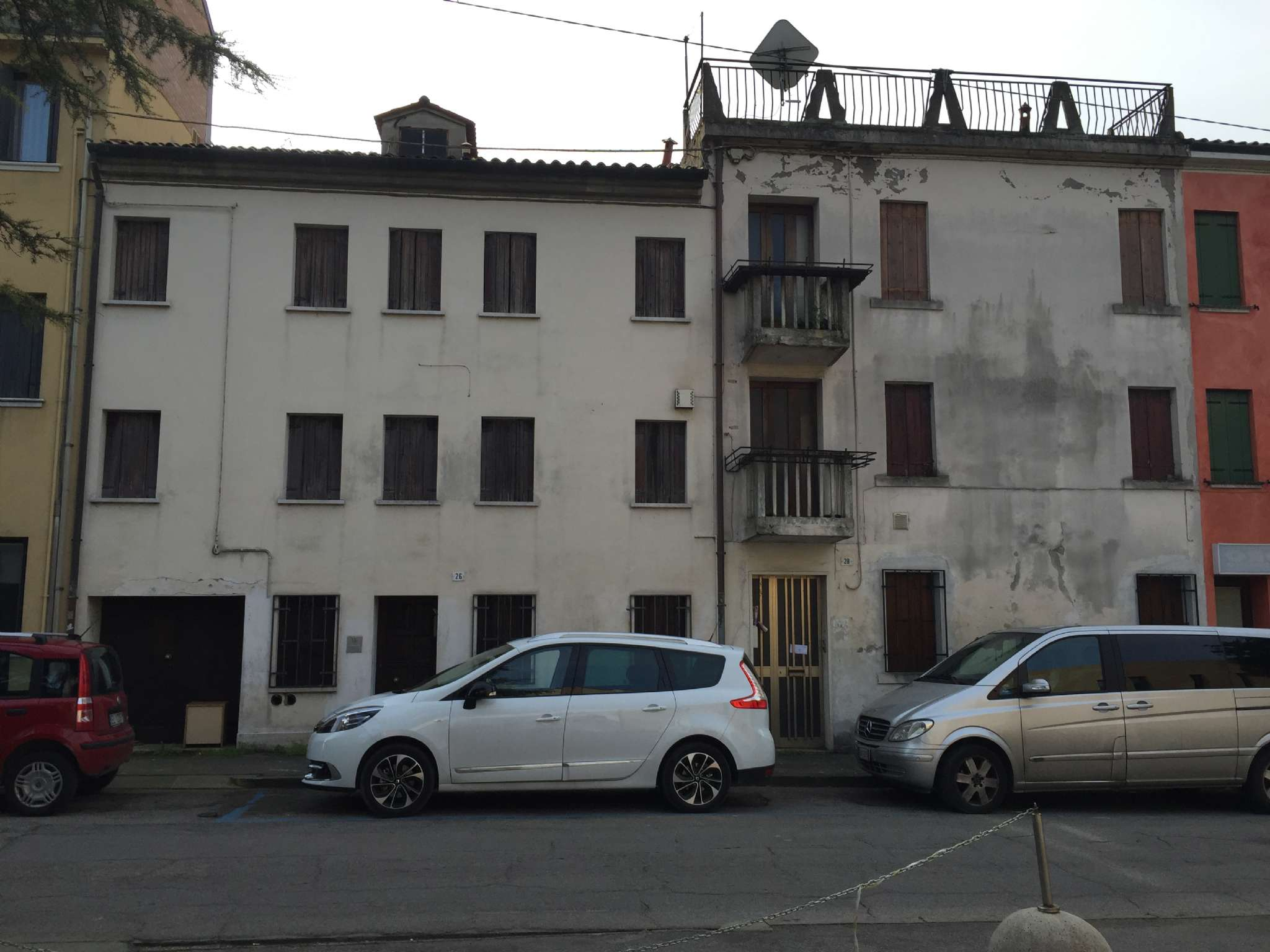 Porzione di casa con garage in posizione centrale